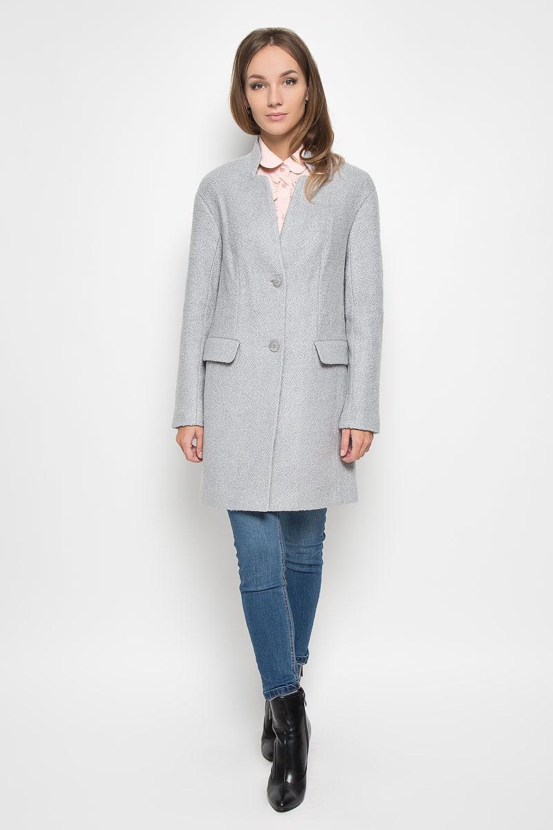 Пальто женское Finn Flare, цвет: светло-серый. A16-11079_211. Размер M (46)A16-11079_211Удобное женское пальто Finn Flare согреет вас в прохладную погоду и позволит выделиться из толпы. Удлиненная модель с длинными рукавами и V-образным вырезом горловины выполнена из прочного полиэстера с добавлением акрила и шерсти, застегивается на пуговицы спереди. Горловина изделия украшена вставкой, имитирующей воротник-стойку. Изделие дополнено двумя втачными карманами с клапанами. Пальто надежно сохранит тепло и защитит вас от ветра и холода. Это модное и в то же время комфортное пальто - отличный вариант для прогулок, оно подчеркнет ваш изысканный вкус и поможет создать неповторимый образ.