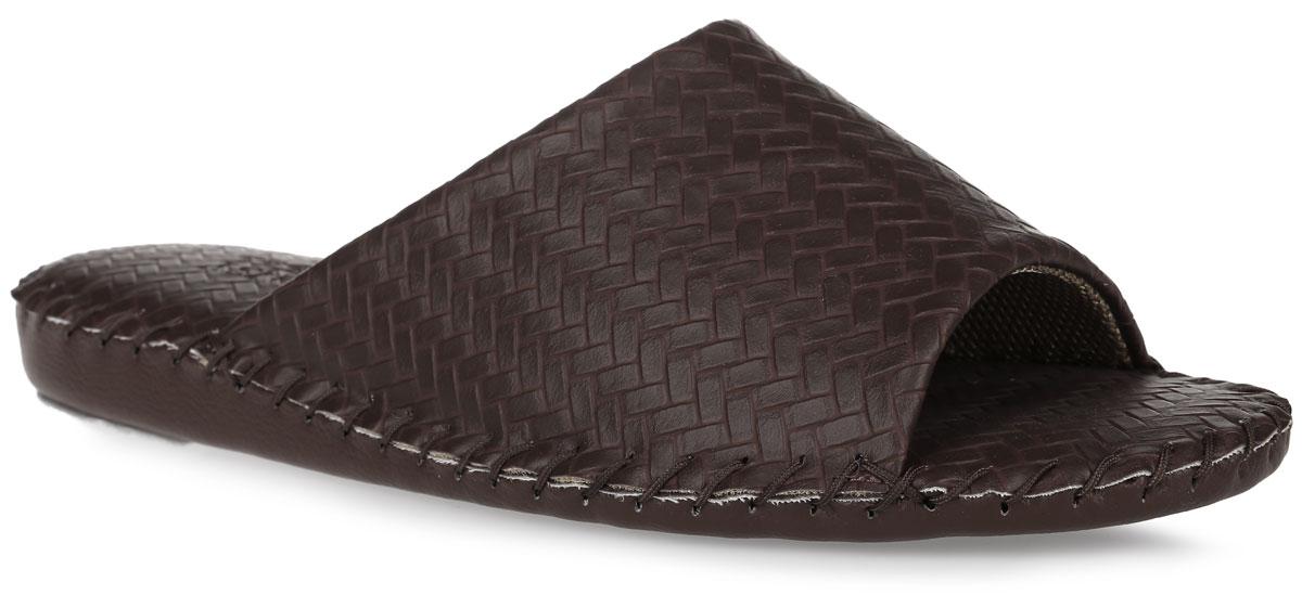 Тапки мужские Pansy, цвет: темно-коричневый. FL1022. Размер 4L (44)FL1022_BrownДомашняя обувьот Pansy - стандарт технологий комфорта из Японии:Mould - тапки Pansy проектируется и изготавливается по технологии современной модельной обуви: многослойная подошва и обувные материалы, обеспечивают функциональность модельной обуви при весе одного тапка от 100 до max 150 г . 3 Point - японская ортопедическая подошва снижает нагрузку на основные опорные точки, уменьшает разогрев стопы и поддерживает ее в оптимальном положении. Aerolite - технология фирмы Teijin Cordley Ltd. по изготовлению искусственной кожи с заранее заданными свойствами. Волокна аэрокапсульного волокна с включениями пузырьков воздуха выращивают с параметрами превышающие характеристики натуральной кожи по массе, гигроскопичности и износостойкости. Cool Max - сетка, используемая для быстрого отвода и испарения влаги, снижения температуры на особо нагруженных поверхностях по патенту фирмы Toray Inc. Zeomix - глубокая антибактериальная обработка ионами серебра по технологии Asahi Karuray на все время эксплуатации.Biosil - пропитка деодорантом Dow Jones Corning длительного действия эффективно нейтрализует запахи. Super Fine - грязеотталкивающее покрытие, обеспечивающее легкое удаление загрязнений влажной салфеткой. Функцию антискольжения - выполняют специальные нашивки на подошве.Тепло человеческих рук - используется при ручном соединении верхней стельки к подошве с помощью традиционной скорняжной техники.Модель выполнена из искусственной кожи и оформлена тиснением под плетение. Вдоль ранта модель оформлена внешним крупным швом. Такие тапки обеспечат комфорт и уют.