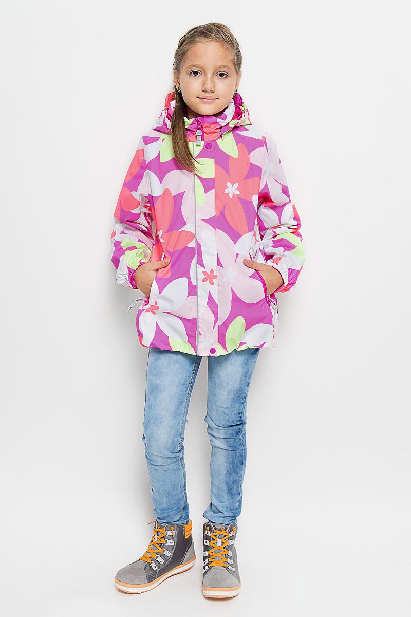 Куртка для девочки Reima Sundae, цвет: розовый, салатовый, светло-розовый. 521445-3423. Размер 98521445_3423Куртка для девочки Reima Sundae идеально подойдет для ребенка в прохладное время года. Куртка изготовлена из водоотталкивающей и ветрозащитной мембранной ткани. Материал отличается высокой устойчивостью к трению, благодаря специальной обработке полиуретаном поверхность изделия отталкивает грязь и воду, что облегчает поддержание аккуратного вида одежды, дышащее покрытие с изнаночной части не раздражает даже самую нежную и чувствительную кожу ребенка, обеспечивая ему наибольший комфорт.Куртка с капюшоном и длинными рукавами застегивается на пластиковую застежку-молнию с защитой подбородка, благодаря чему ее легко надевать и снимать, и дополнительно имеет внешнюю ветрозащитную планку на кнопках и липучках. Капюшон, присборенный по бокам, защитит нежные щечки от ветра, он пристегивается к куртке при помощи застежек-кнопок. Низ рукавов дополнен неширокими эластичными манжетами. Мягкая подкладка на воротнике и манжетах обеспечивает дополнительный комфорт. Спереди куртка дополнена двумя прорезными карманами на застежках-молниях с удобными держателями. Понизу изделие присборено на широкую эластичную резинку и дополнено регулируемой эластичной резинкой со стопперами. На модели предусмотрены светоотражающие элементы для безопасности в темное время суток. Все основные швы проклеены, не пропускают влагу и ветер. Оформлено изделие цветочным принтом. С внутренней стороны изделие оснащено специальными кнопками Reima Play Layers для пристегивания промежуточного слоя к верхней одежде. Комфортная, удобная и практичная куртка идеально подойдет для прогулок и игр на свежем воздухе!