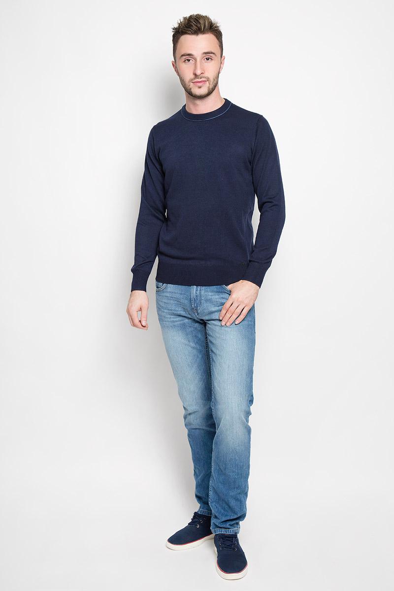Джемпер мужской Finn Flare, цвет: темно-синий. A16-21102_101. Размер L (50)A16-21102_101Стильный мужской джемпер Finn Flare, выполненный из высококачественного материала, необычайно мягкий и приятный на ощупь, не сковывает движения, обеспечивая наибольший комфорт. Модель с круглым вырезом горловины и длинными рукавами идеально гармонирует с любыми предметами одежды и будет уместен и на отдых, и на работу. Низ изделия, горловина и манжеты связаны широкой резинкой, что предотвращает деформацию при носке. Мягкий и уютный джемпер станет прекрасным дополнением вашего гардероба.