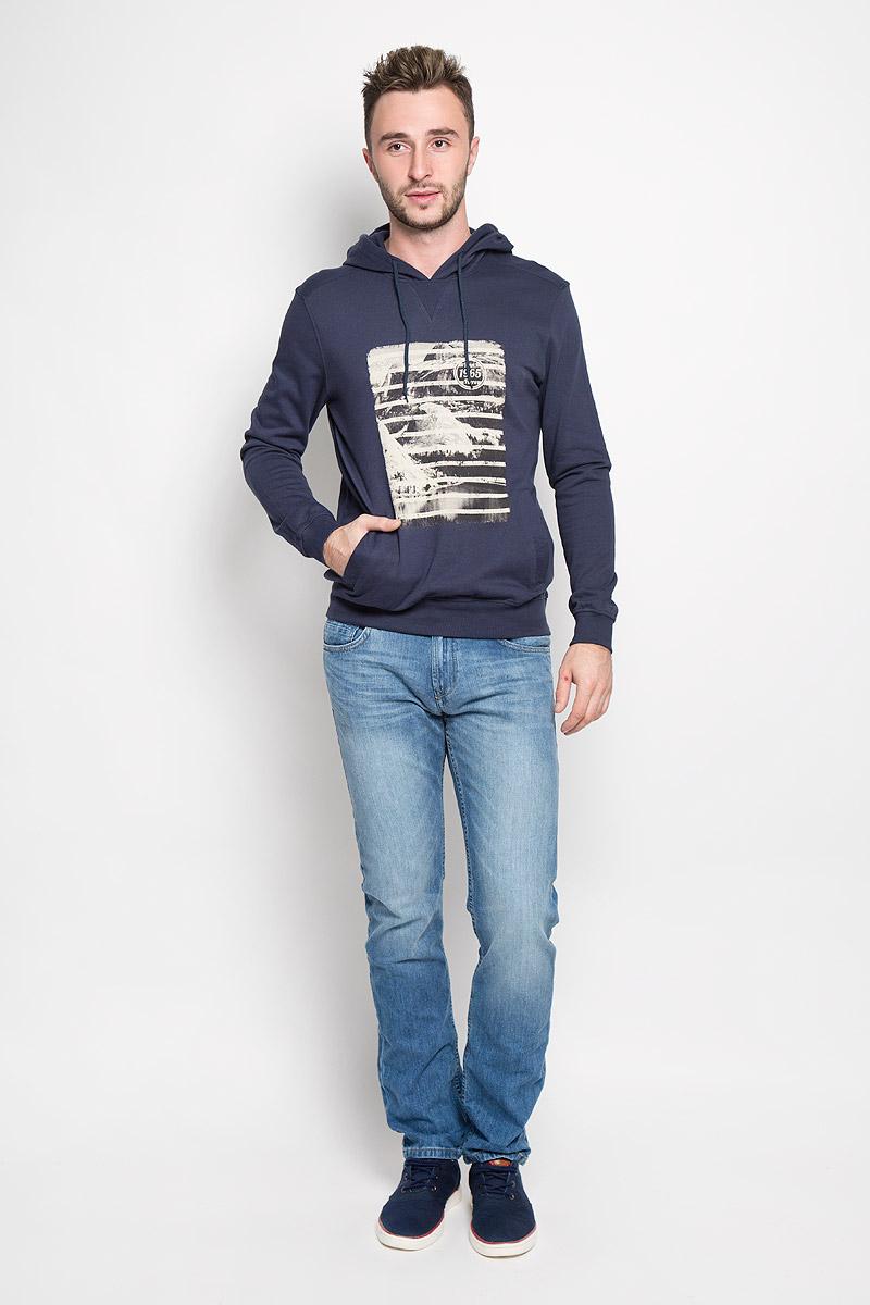 Толстовка мужская Finn Flare, цвет: темно-синий. A16-22033_101. Размер M (48)A16-22033_101Мужская толстовка Finn Flare, изготовленная из высококачественного материала, необычайно мягкая и приятная на ощупь, не сковывает движения, обеспечивая наибольший комфорт. Толстовка с капюшоном на кулиске оформлена оригинальным принтом. Спереди модель дополнена двумя врезными карманами. Низ изделия и манжеты дополнены широкими трикотажными резинками.Эта модная и в тоже время комфортная толстовка отличный вариант, как для активного отдыха, так и для занятий спортом!