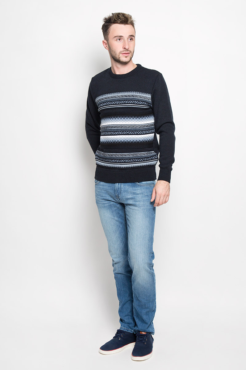 Джемпер мужской Milana Style, цвет: темно-синий, голубой, белый. 1420. Размер 541420Стильный мужской джемпер Finn Flare, выполненный из высококачественного материала, необычайно мягкий и приятный на ощупь, не сковывает движения, обеспечивая наибольший комфорт. Модель с круглым вырезом горловины и длинными рукавами идеально гармонирует с любыми предметами одежды и будет уместен и на отдых, и на работу. Низ изделия, горловина и манжеты связаны широкой резинкой, что предотвращает деформацию при носке. Мягкий и уютный джемпер станет прекрасным дополнением вашего гардероба.