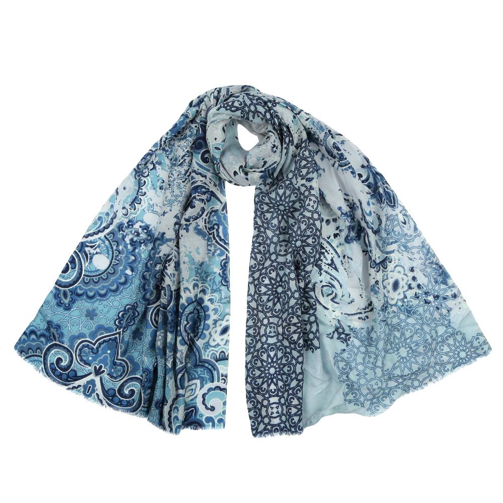 Шарф женский Fabretti, цвет: голубой. YNNT152519. Размер 70 см х 182 смYNNT152519-10Стильный шарф поможет внести живость в любой образ, подарит уют и согреет от холодного ветра. Выполнен из высококачественного материала и оформлен оригинальным принтом.