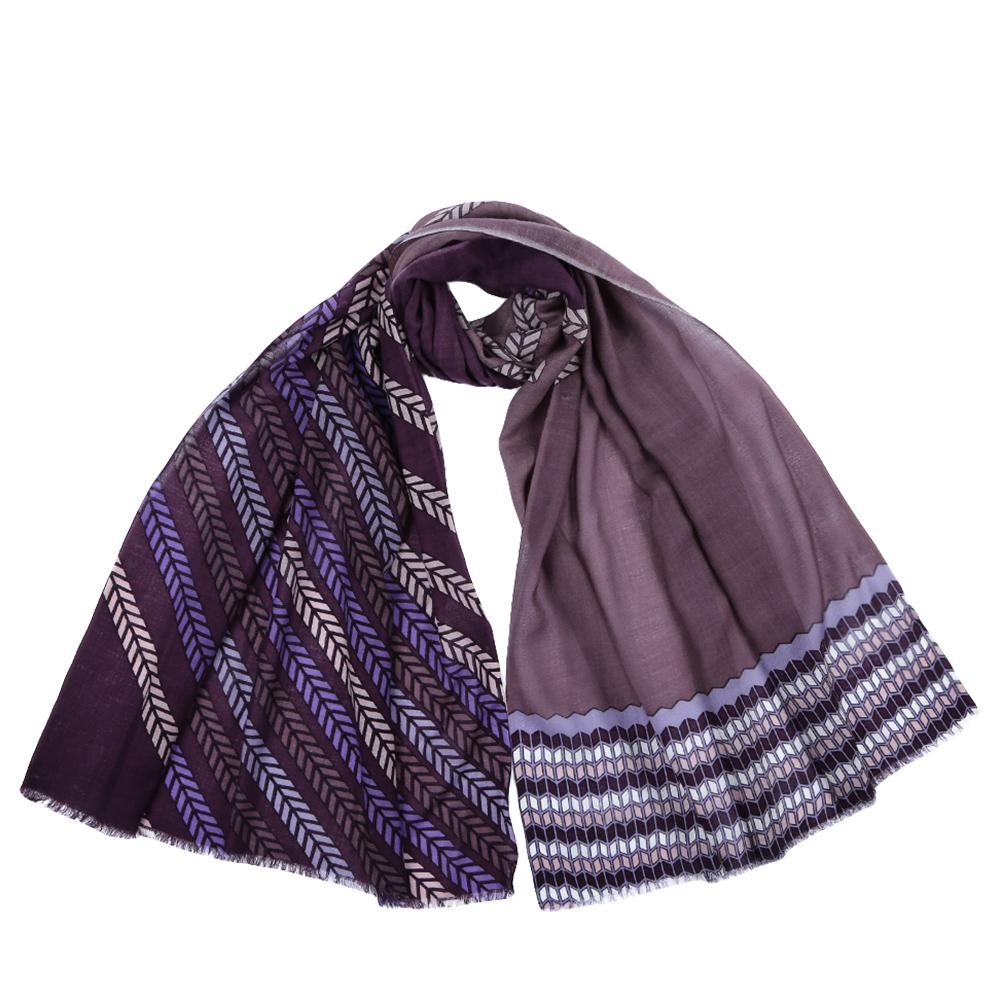 Шарф женский Fabretti, цвет: сиреневый. YNNT1522. Размер 70 см х 182 смYNNT1522-4Стильный шарф поможет внести живость в любой образ, подарит уют и согреет от холодного ветра. Выполнен из высококачественного материала и оформлен оригинальным принтом.