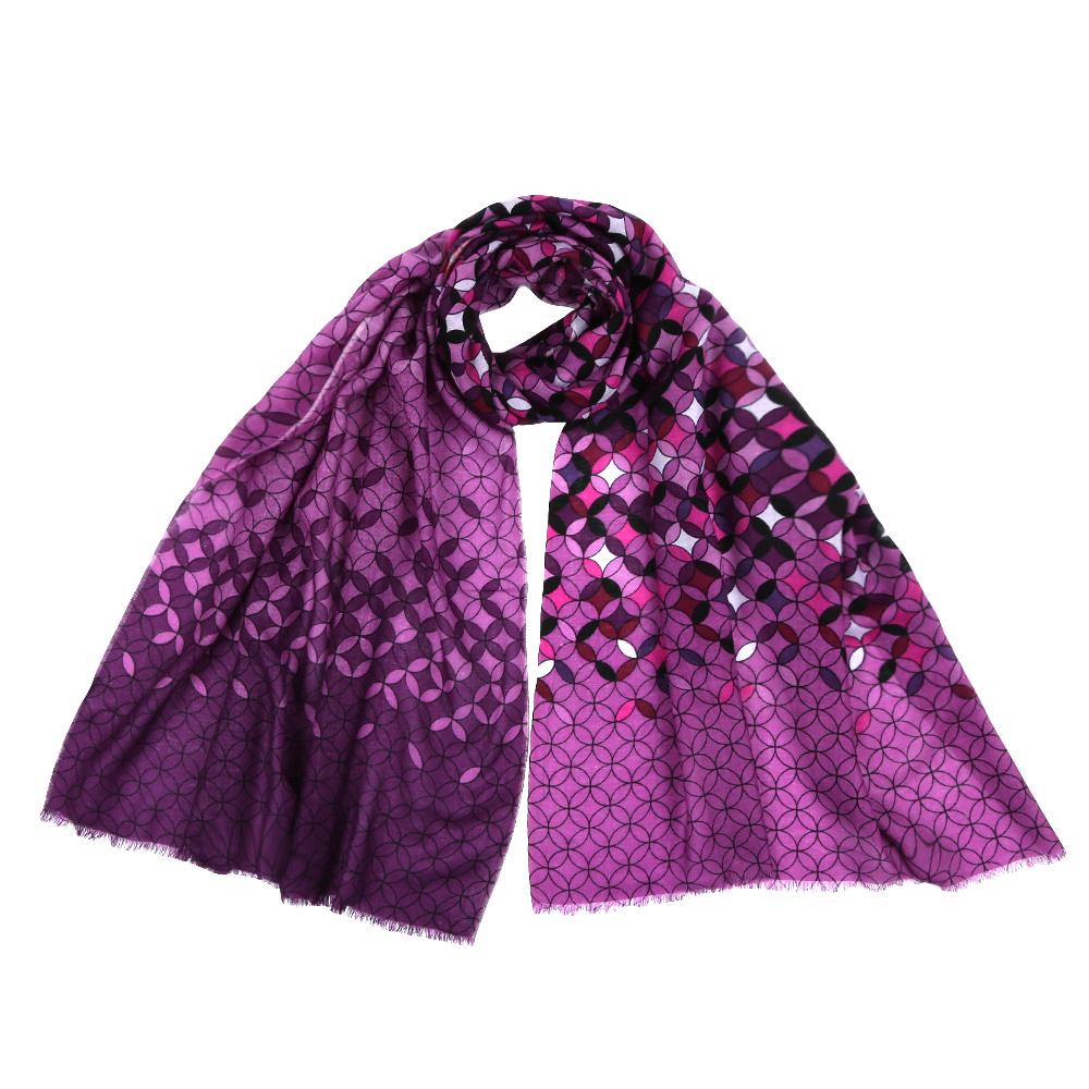 Шарф женский Fabretti, цвет: сиреневый. YNNT1519. Размер 70 см х 182 смYNNT1519-1Стильный шарф поможет внести живость в любой образ, подарит уют и согреет от холодного ветра. Выполнен из высококачественного материала и оформлен оригинальным принтом.