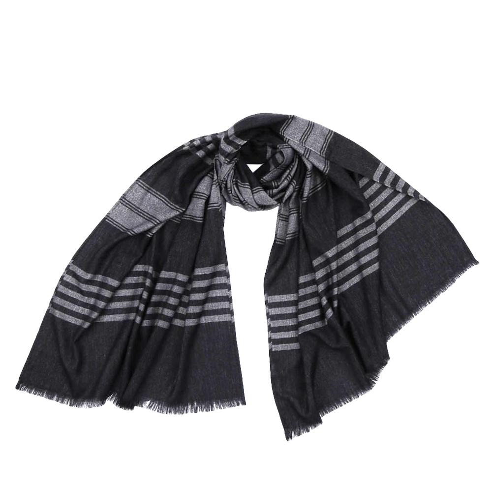 Шарф мужской Fabretti, цвет: темно-серый, серый. JCJ64. Размер 70 см х 180 смJCJ64-5Стильный шарф поможет внести живость в любой образ, подарит уют и согреет от холодного ветра. Выполнен из высококачественного материала.
