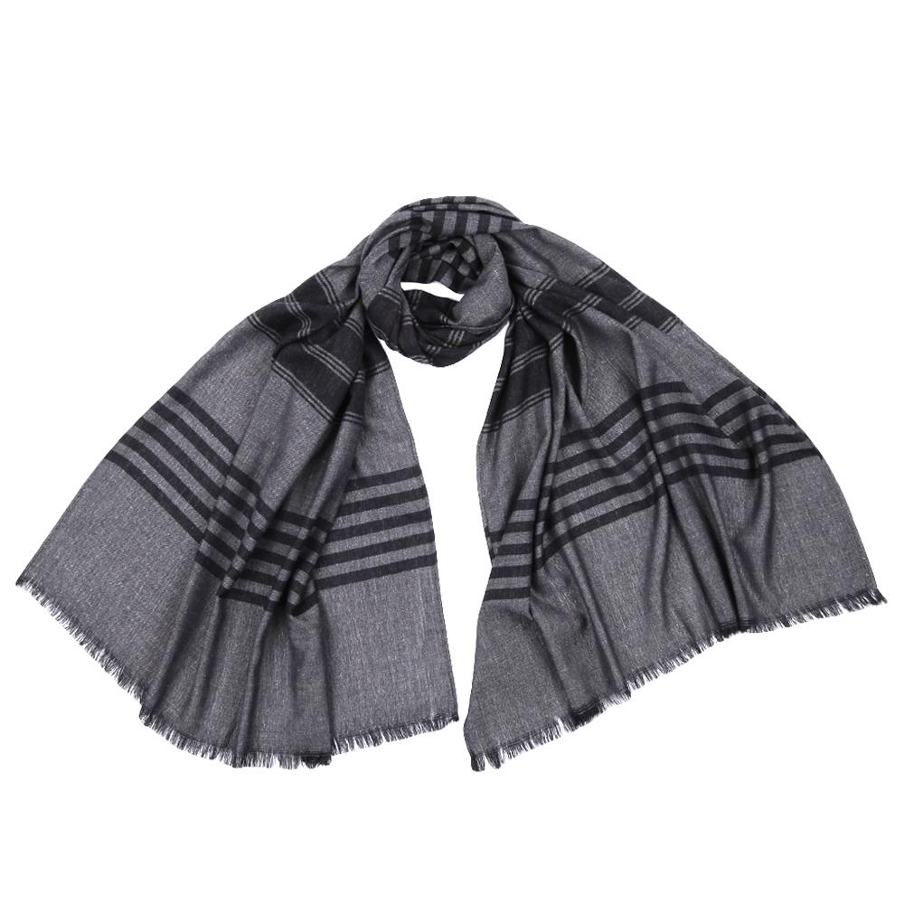 Шарф мужской Fabretti, цвет: серый, черный. JCJ64. Размер 70 см х 180 смJCJ64-2Стильный шарф поможет внести живость в любой образ, подарит уют и согреет от холодного ветра. Выполнен из высококачественного материала.