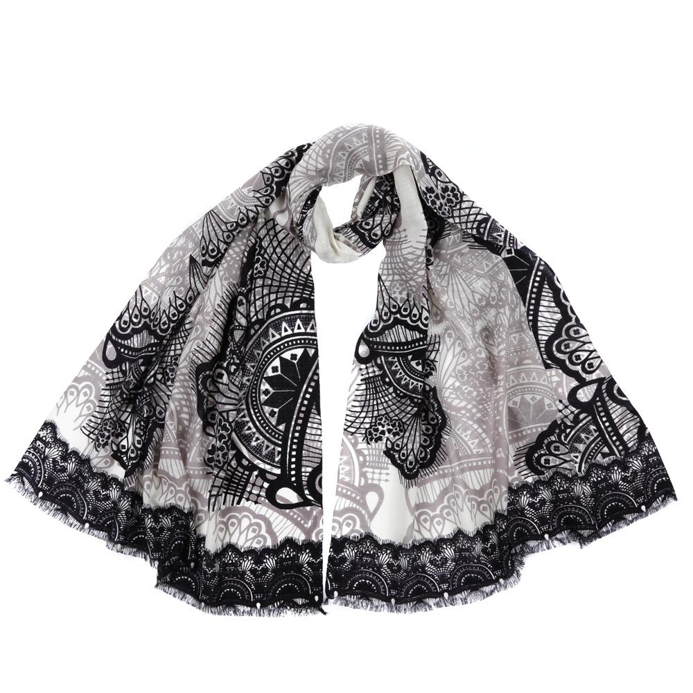 Шарф женский Fabretti, цвет: серый. 61161. Размер 70 см х 180 см61161-1Стильный шарф поможет внести живость в любой образ, подарит уют и согреет от холодного ветра. Выполнен из высококачественного материала и оформлен оригинальным принтом.