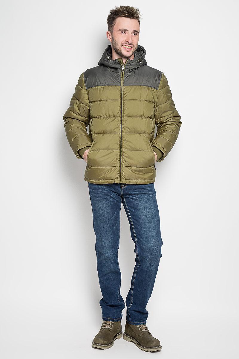 Куртка мужская Sela Casual Wear, цвет: хаки. Cp-226/345-6312. Размер M (48)Cp-226/345-6312Стильная мужская куртка Sela Casual Wear превосходно подойдет для прохладных дней. Куртка выполнена из полиэстера, она отлично защищает от дождя, снега и ветра, а наполнитель из синтепона превосходно сохраняет тепло.Модель с длинными рукавами и несъемным капюшоном застегивается на застежку-молнию спереди. Объем капюшона регулируется при помощи шнурка-кулиски со стопперами. Изделие дополнено двумя втачными карманами на молниях спереди, а также внутренним накладным карманом на липучке. Рукава дополнены внутренними трикотажными манжетами. Эта модная и в то же время комфортная куртка согреет вас в холодное время года и отлично подойдет как для прогулок, так и для активного отдыха.