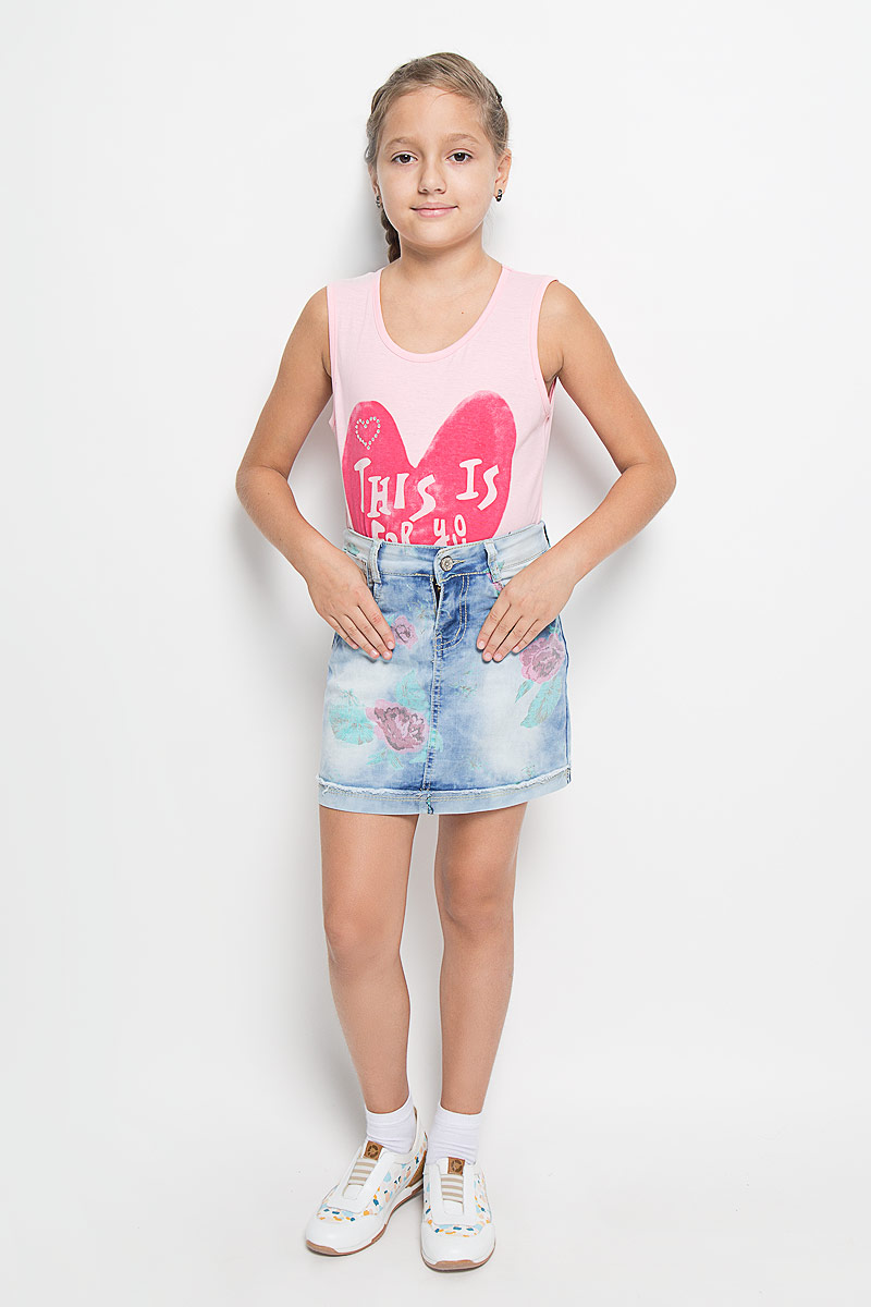 Юбка для девочки Luminoso, цвет: светло-голубой. 205828. Размер 158, 13 лет205828Стильная джинсовая юбка для девочки Luminoso идеально подойдет вашей моднице и станет отличным дополнением к детскому гардеробу. Изготовленная из натурального хлопка, она мягкая и приятная на ощупь, не сковывает движения и позволяет коже дышать, не раздражает нежную кожу ребенка, обеспечивая наибольший комфорт. Юбка на талии застегивается на оригинальную металлическую пуговицу и оформлена цветочным принтом. Также имеются шлевки для ремня и ширинка на металлической застежке-молнии. С внутренней стороны пояс регулируется резинкой на пуговицах. Спереди предусмотрены два втачных кармана и один накладной кармашек, а сзади - два накладных кармана. Низ изделия оформлен декоративным отворотом с эффектом необработанного края.В такой юбке ваша кокетка будет чувствовать себя комфортно, уютно и всегда будет в центре внимания!