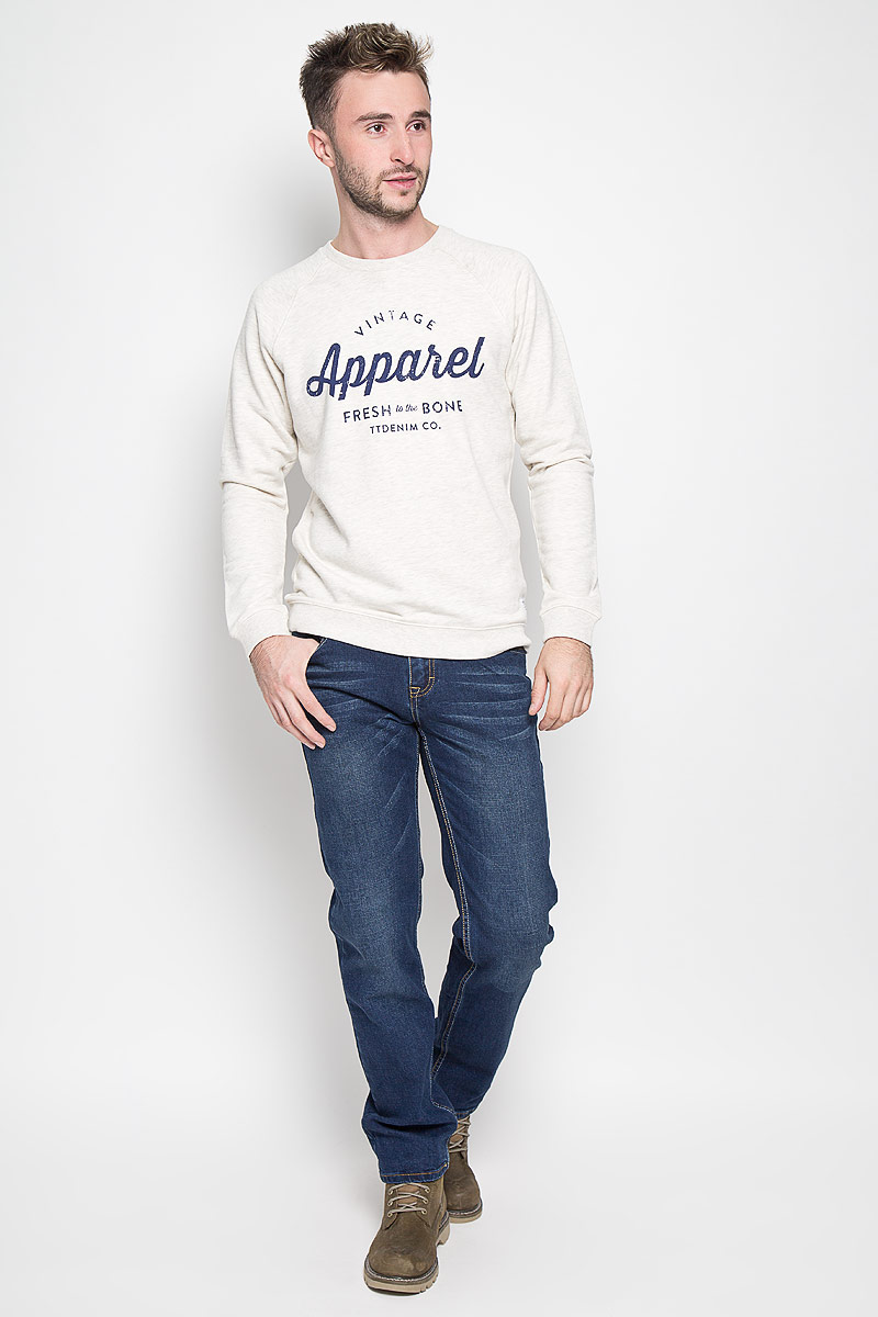 Джинсы мужские Baon, цвет: синий. B806508. Размер 34 (52)B806508Модные мужские джинсы Baon - это джинсы высочайшего качества, которые прекрасно сидят. Они выполнены из высококачественного эластичного хлопка, что обеспечивает комфорт и удобство при носке. Классические прямые джинсы стандартной посадки станут отличным дополнением к вашему современному образу. Джинсы застегиваются на пуговицу в поясе и ширинку на пуговицах, дополнены шлевками для ремня. Джинсы имеют классический пятикарманный крой: спереди модель дополнена двумя втачными карманами и одним маленьким накладным кармашком, а сзади - двумя накладными карманами. Модель оформлена перманентными складками.Эти модные и в то же время комфортные джинсы послужат отличным дополнением к вашему гардеробу.