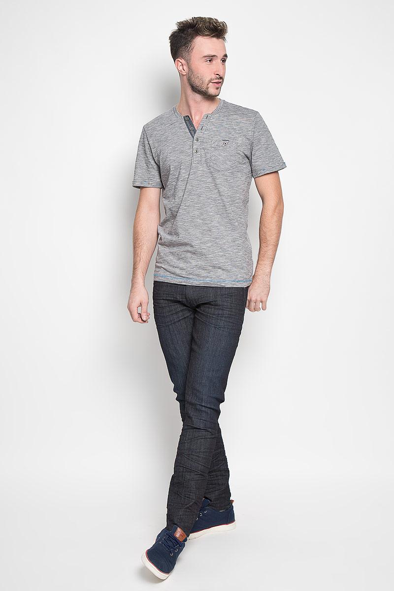 Футболка мужская Tom Tailor, цвет: серый. 1035600.00.10_2983. Размер M (48)1035600.00.10_2983Стильная мужская футболка Tom Tailor выполнена из натурального хлопка. Материал очень мягкий и приятный на ощупь, обладает высокой воздухопроницаемостью и гигроскопичностью, позволяет коже дышать. Модель с V-образным вырезом горловины на груди застегивается на пуговицы. Низ рукавов дополнен декоративными отворотами. Спереди футболка оформлена накладным карманом на пуговице.Такая модель подарит вам комфорт в течение всего дня и послужит замечательным дополнением к вашему гардеробу.