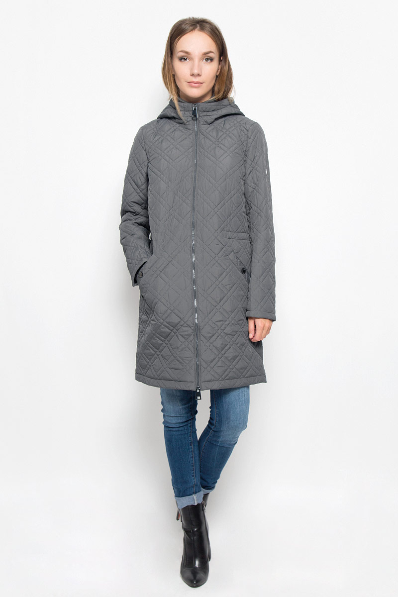 Пальто женское Finn Flare, цвет: темно-серый. A16-170000_826. Размер M (46)A16-170000_826Стеганое женское пальто Finn Flare согреет вас в прохладную погоду и позволит выделиться из толпы. Модель с длинными рукавами, воротником-стойкой и не отстегивающимся капюшоном выполнена из прочного материала, застегивается на молнию спереди. Объем капюшона регулируется при помощи шнурка-кулиски со стопперами. Изделие дополнено двумя втачными карманами на застежках-кнопках. На талии пальто дополнено скрытым шнурком-кулиской. Наполнитель из синтепона надежно сохранит тепло, благодаря чему такое пальто защитит вас от ветра и холода. Это модное и в то же время комфортное пальто - отличный вариант для прогулок, оно подчеркнет ваш изысканный вкус и поможет создать неповторимый образ.