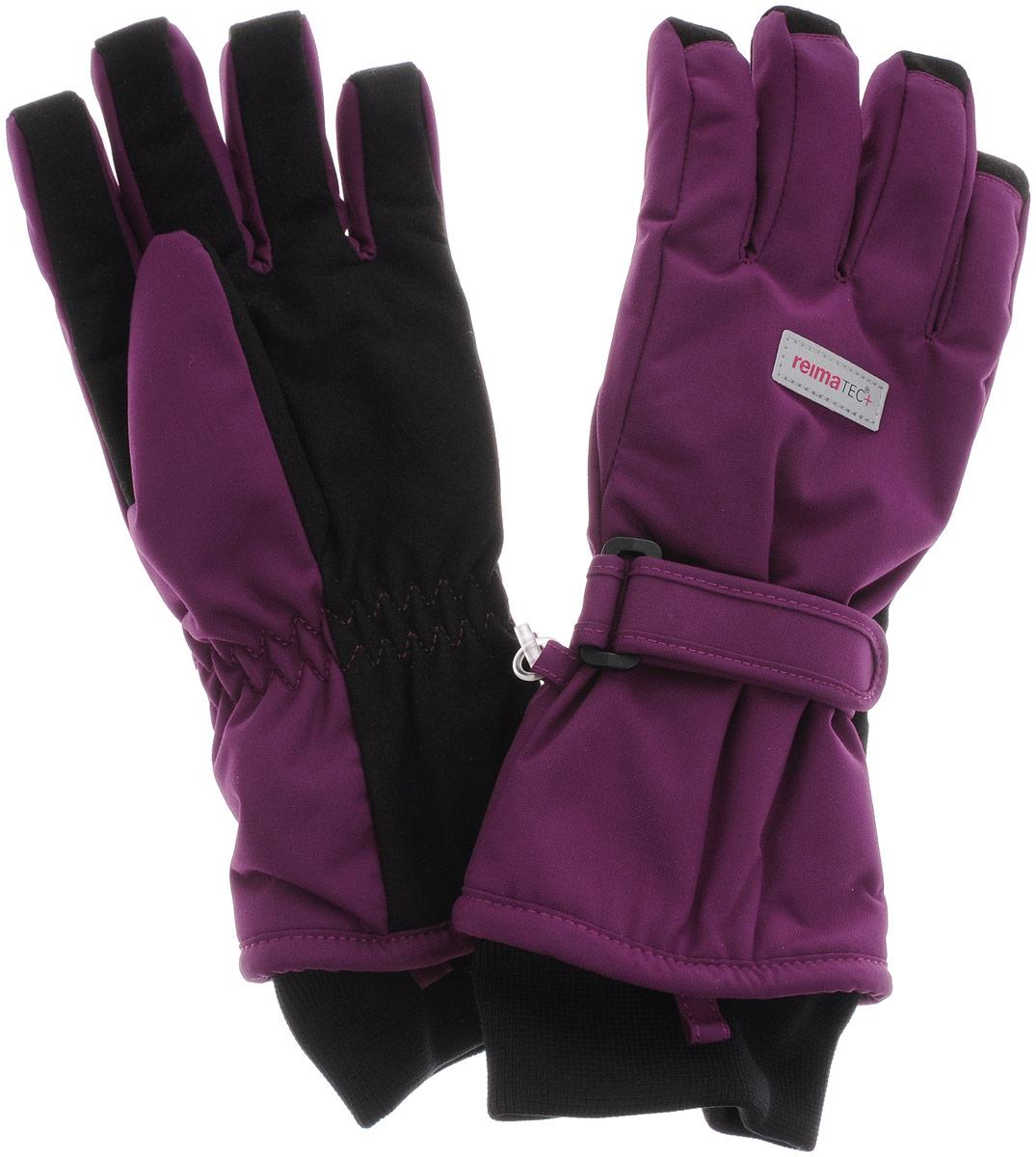 Перчатки детские Reima Reimatec+ Tartu, цвет: бордовый. 527251-4620. Размер 3527251-4900Детские перчатки Reima Reimatec+ Tartu станут идеальным вариантом для холодной зимней погоды. На подкладке используется высококачественный полиэстер, который хорошо удерживает тепло.Для большего удобства на запястьях перчатки дополнены хлястиками на липучках с внешней стороны, а на ладошках, кончиках пальцев и с внутренней стороны большого пальца - усиленными водонепроницаемивставками Hipora. Теплая флисовая подкладка дарит коже ощущение комфорта и уюта. С внешней стороны перчатки оформлены светоотражающими нашивками с логотипом бренда. Высокая степень утепления. Перчатки станут идеальным вариантом для прохладной погоды, в них ребенку будет тепло и комфортно. Водонепроницаемость: Waterpillar over 10 000 mm