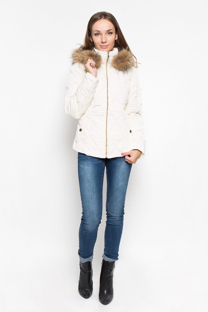 Куртка женская Finn Flare, цвет: молочный. A16-12026_711. Размер S (44)A16-12026_711Стильная женская куртка Finn Flare подчеркнет креативность вашего вкуса. Модель приталенного кроя с отстегивающимся капюшоном застегивается на застежку-молнию. Капюшон дополнен съемной опушкой из натурального меха енота. Утеплитель - синтепон. Куртка дополнена двумя боковыми карманами на застежках-кнопках. Эта модная куртка послужит отличным дополнением к вашему гардеробу.