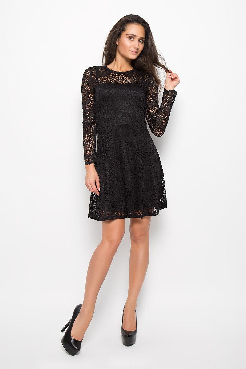 Платье Vero Moda, цвет: черный. 10160867. Размер L (46)10160867_BlackЭлегантное платье Vero Moda выполнено из высококачественного материала. Такое платье обеспечит вам комфорт и удобство при носке и непременно вызовет восхищение у окружающих. Модель средней длины с длинными стандартными рукавами и круглым вырезом горловины отлично подчеркнет все достоинства вашей фигуры. Верхняя ткань изделия выполнена из мягкого и тянущегося гипюра, спинка оформлена небольшим вырезом.Это модное и комфортное платье станет превосходным дополнением к вашему гардеробу, оно подарит вам удобство и поможет подчеркнуть ваш вкус и неповторимый стиль.