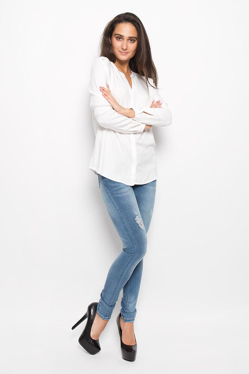 Блузка женская Sela Casual, цвет: молочный. B-112/120-6373. Размер XL (50)B-112/120-6373Очаровательная женская блуза Sela Casual, выполненная из вискозы, подчеркнет ваш уникальный стиль и поможет создать оригинальный женственный образ.Блузка свободного кроя с круглым вырезом горловины и длинными рукавами застегивается на пуговицы. На манжетах предусмотрены застежки-пуговицы. На плечах и на спинке модель дополнена вставками из кружева.Такая блузка послужит замечательным дополнением к вашему гардеробу.