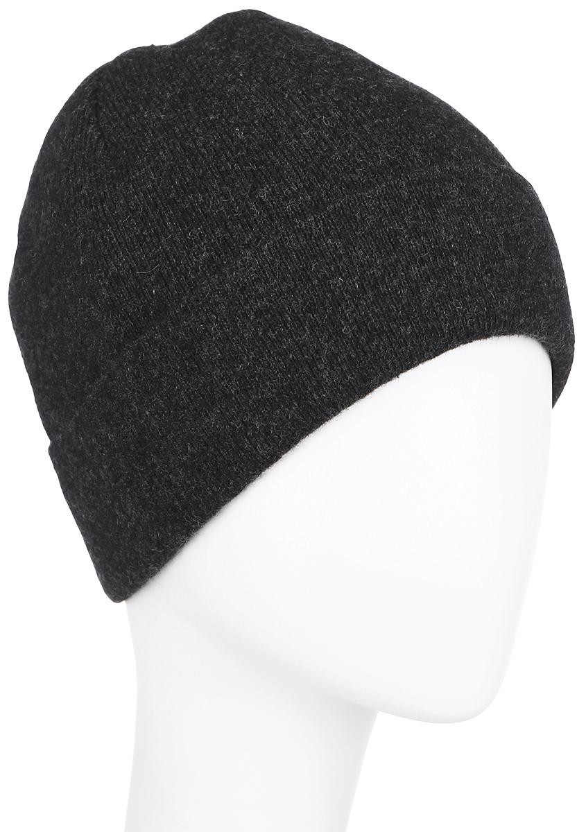 Шапка мужская Finn Flare, цвет: темно-серый. A16-21162_202. Размер 58A16-21162_202Классическая мужская шапка с отворотом Finn Flare отлично дополнит ваш образ в холодную погоду. Сочетание высококачественных материалов максимально сохраняют тепло и обеспечивают удобную посадку, невероятную легкость и мягкость. Внутренняя сторона шапки утеплена мягким флисом. Оформлено изделие небольшой металлической пластиной с названием бренда. Стильная шапка Finn Flare подчеркнет ваш неповторимый стиль и индивидуальность. Такая модель составит идеальный комплект с модной верхней одеждой, в ней вам будет уютно и тепло. Уважаемые клиенты!Размер, доступный для заказа, является обхватом головы.