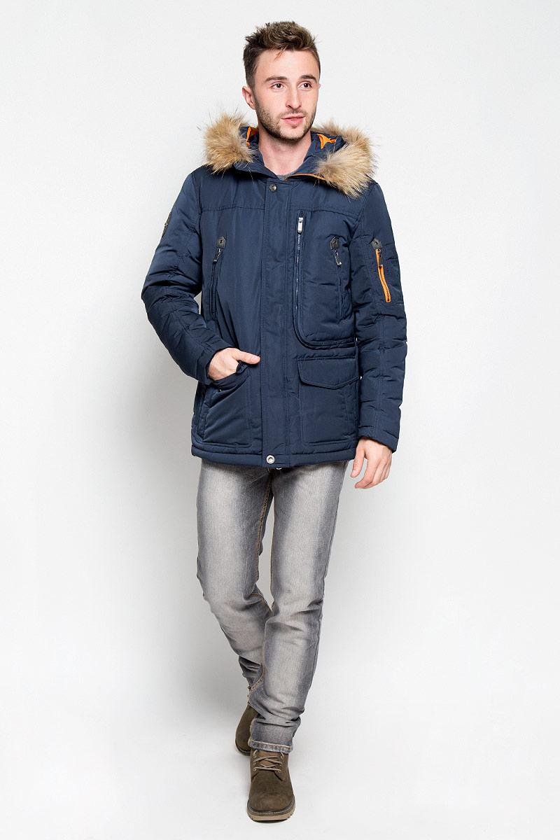 Куртка мужская Finn Flare, цвет: темно-синий. A16-22008_101. Размер L (50)A16-22008_101Стильная мужская куртка Finn Flare превосходно подойдет для прохладных дней. Куртка выполнена из полиэстера, она отлично защищает от дождя, снега и ветра, а наполнитель из пуха и пера превосходно сохраняет тепло.Модель с длинными рукавами и несъемным капюшоном застегивается на застежку-молнию спереди и имеет ветрозащитный клапан на кнопках. Объем капюшона регулируется при помощи шнурка-кулиски со стопперами. Изделие дополнено двумя втачными карманами с клапанами на кнопках, двумя втачными карманами на кнопках, вместительным карманом на молнии с внутренним сетчатым отделением и двумя втачными карманами на застежках-молниях спереди, а также внутренним накладным карманом на липучке, накладным карманом на пуговице и втачным карманом на молнии. На рукаве расположены три накладных кармашка и втачной карман на застежке-молнии. Рукава дополнены внутренними трикотажными манжетами. На талии и по низу куртка оснащена шнурками-кулисками со стопперами. Эта модная и в то же время комфортная куртка согреет вас в холодное время года и отлично подойдет как для прогулок, так и для активного отдыха.