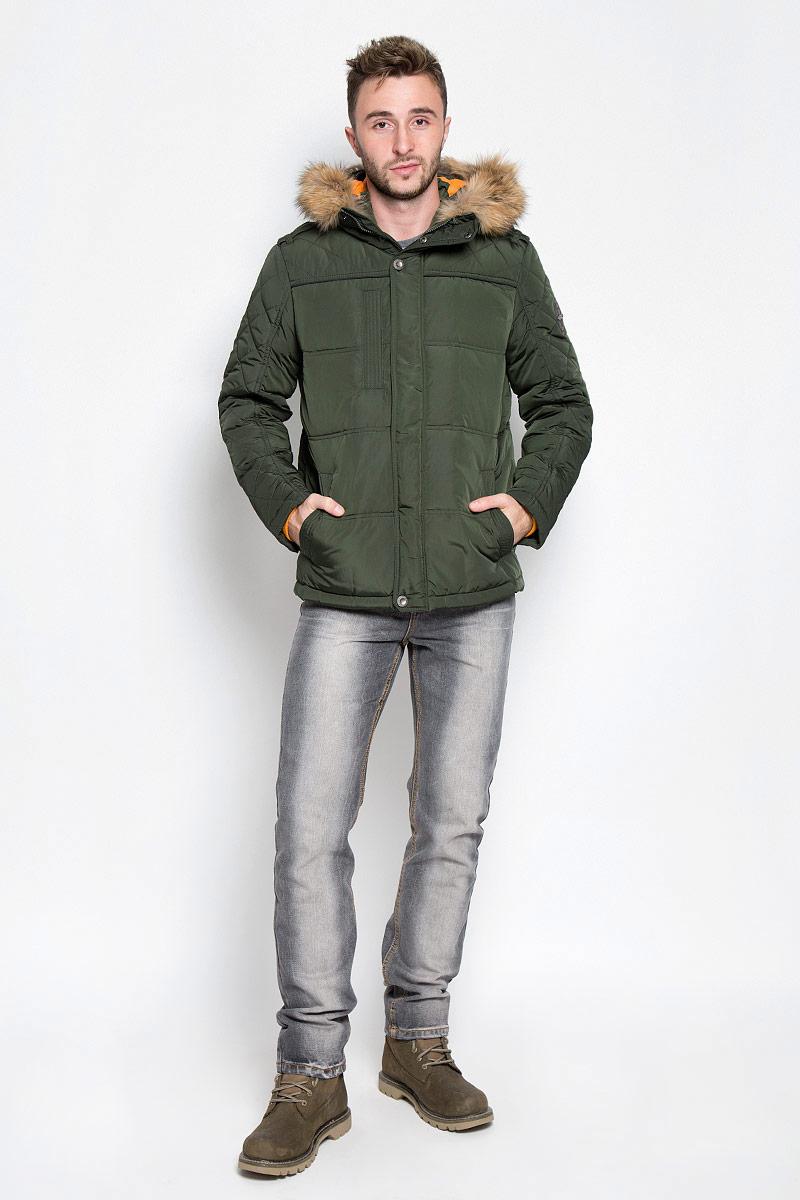 Куртка мужская Finn Flare, цвет: темно-зеленый. A16-22018_905. Размер L (50)A16-22018_905Стильная мужская куртка Finn Flare превосходно подойдет для прохладных дней. Куртка выполнена из полиэстера, она отлично защищает от дождя, снега и ветра, а наполнитель из пуха и пера превосходно сохраняет тепло. Модель с длинными рукавами и несъемным капюшоном застегивается на застежку-молнию спереди и имеет ветрозащитный клапан на кнопках. Объем капюшона регулируется при помощи шнурка-кулиски со стопперами. Изделие дополнено двумя втачными карманами на кнопках и карманом на застежке-молнии спереди, а также внутренним накладным карманом на липучке, втачным открытым карманом и втачным карманомна молнии. Рукава дополнены внутренними трикотажными манжетами.На талии и по низу куртка оснащена шнурками-кулисками со стопперами.Эта модная и в то же время комфортная куртка согреет вас в холодное время года и отлично подойдет как для прогулок, так и для активного отдыха.
