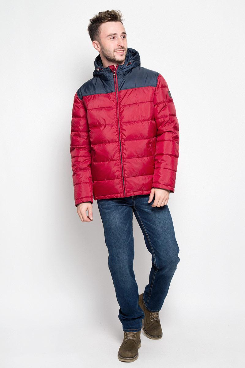 Куртка мужская Sela Casual Wear, цвет: красный. Cp-226/345-6312. Размер L (50)Cp-226/345-6312Стильная мужская куртка Sela Casual Wear превосходно подойдет для прохладных дней. Куртка выполнена из полиэстера, она отлично защищает от дождя, снега и ветра, а наполнитель из синтепона превосходно сохраняет тепло.Модель с длинными рукавами и несъемным капюшоном застегивается на застежку-молнию спереди. Объем капюшона регулируется при помощи шнурка-кулиски со стопперами. Изделие дополнено двумя втачными карманами на молниях спереди, а также внутренним накладным карманом на липучке. Рукава дополнены внутренними трикотажными манжетами. Эта модная и в то же время комфортная куртка согреет вас в холодное время года и отлично подойдет как для прогулок, так и для активного отдыха.