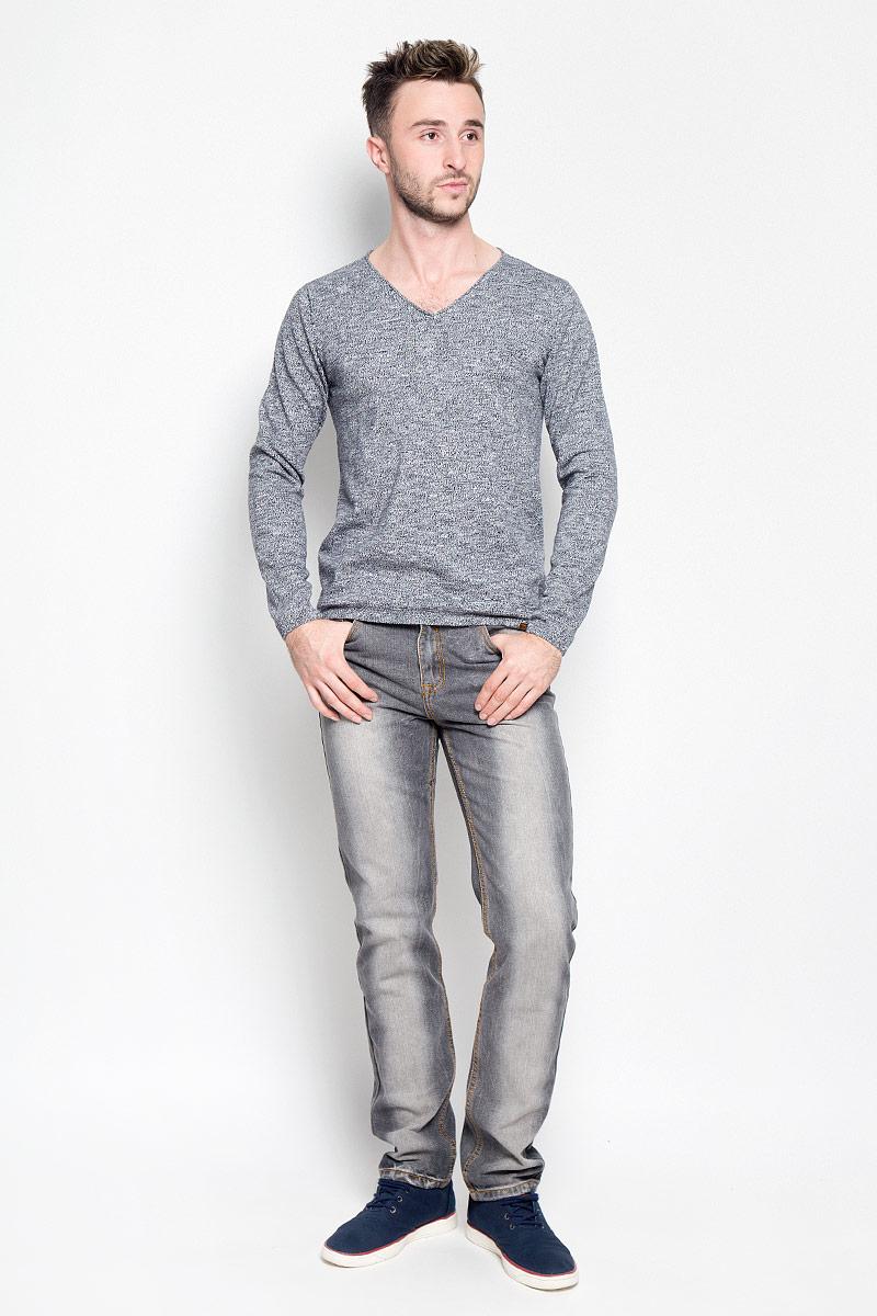 Пуловер мужской Tom Tailor, цвет: темно-синий, белый. 3021396.00.10_6800. Размер S (46)3021396.00.10_6800Мужской пуловер Tom Tailor, выполненный из натурального хлопка, станет стильным дополнением к вашему образу. Изделие очень мягкое и приятное на ощупь, не сковывает движения, позволяет коже дышать. Модель с длинными рукавами имеет V-образный вырез горловины, оформленный окантовкой с закручивающимся краем. Края рукавов и низ изделия связаны эластичными резинками. Модель украшена фирменной нашивкой.Современный дизайн и расцветка делают этот пуловер модным предметом мужской одежды. В нем вы всегда будете чувствовать себя комфортно!