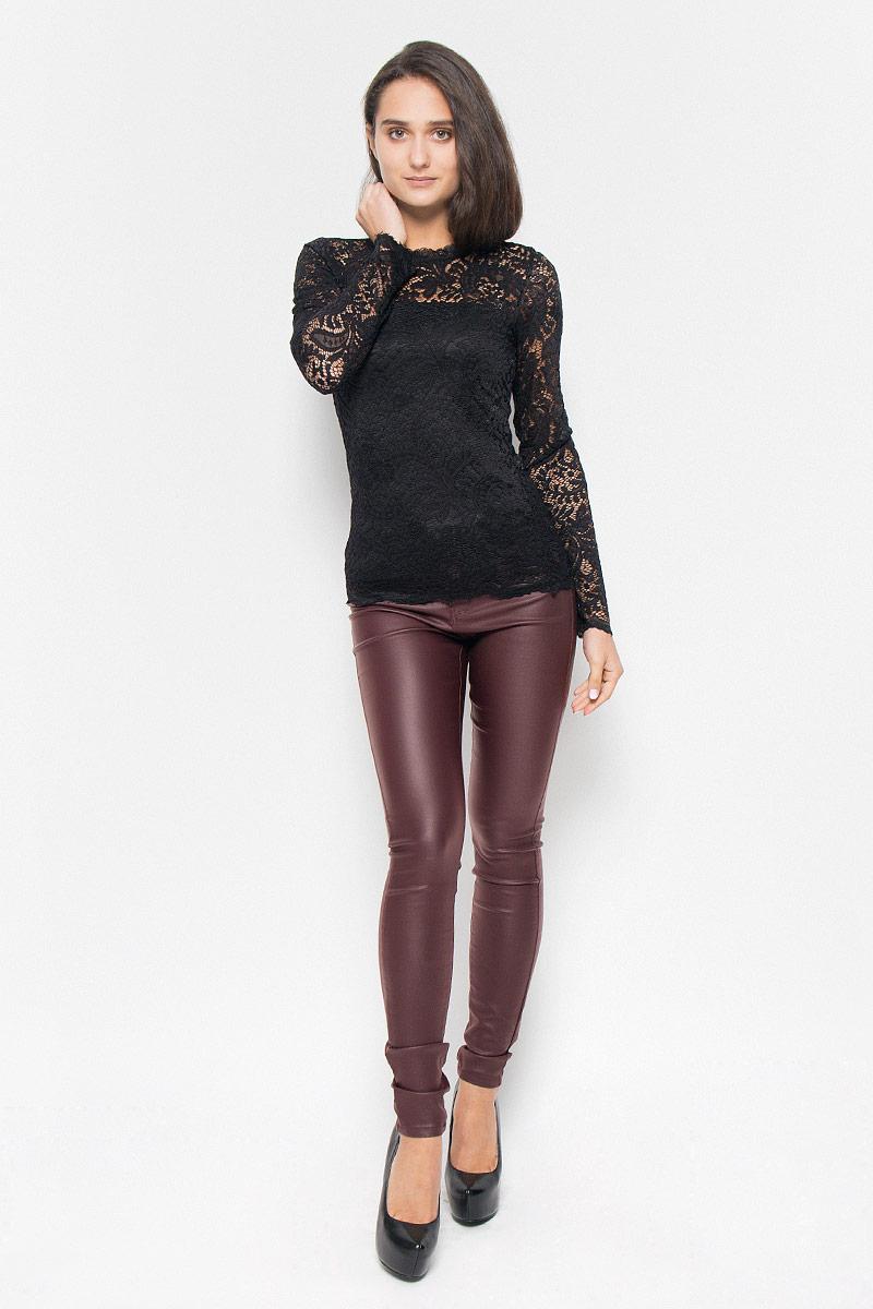 Блузка женская Vero Moda, цвет: черный. 10160868. Размер S (42)10160868_BlackСтильная женская блузка Vero Moda, выполненная из полупрозрачного эластичного материала с подкладной из 100% полиэстера, подчеркнет ваш уникальный стиль и поможет создать оригинальный женственный образ.Блузка приталенного кроя с длинными рукавами и круглым вырезом горловины на спинке застегивается на пуговицу. Такая блузка будет дарить вам комфорт в течение всего дня и послужит замечательным дополнением к вашему гардеробу.
