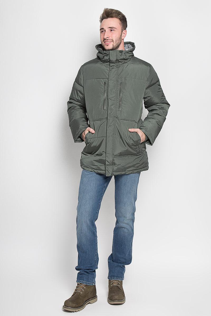 Куртка мужская Sela Casual Wear, цвет: хаки. Cp-226/358-6313. Размер XL (52)Cp-226/358-6313Стильная мужская куртка Sela Casual Wear превосходно подойдет для прохладных дней. Куртка выполнена из полиэстера, она отлично защищает от дождя, снега и ветра, а наполнитель из синтепона превосходно сохраняет тепло. Модель с длинными рукавами и несъёмным капюшоном застегивается на застежку-молнию спереди и имеет ветрозащитный клапан на липучках и кнопках. Объем капюшона регулируется при помощи шнурка-кулиски. Изделие дополнено двумя втачными карманами на кнопкахи двумя втачными карманами на застежках-молниях спереди, а также внутренним накладным карманом на молнии. Рукава дополнены внутренними трикотажными манжетами. По низу куртка дополнена шнурком-кулиской.Эта модная и комфортная куртка согреет вас в холодное время года и отлично подойдет как для прогулок, так и для активного отдыха.