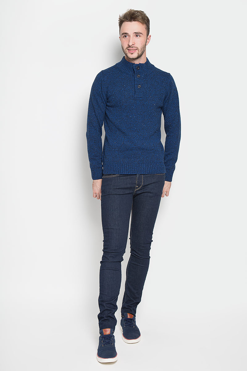 Свитер мужской Sela, цвет: темно-синий. JR-214/818-6323. Размер L (50)JR-214/818-6323Оригинальный мужской свитер Sela, изготовленный из высококачественной пряжи из хлопка с добавлением акрила, нейлона и шерсти, мягкий и приятный на ощупь, не сковывает движений и обеспечивает наибольший комфорт.Модель с воротником-стойкой и длинными рукавами великолепно подойдет для создания современного образа в стиле Casual. Спереди свитер застегивается на три крупные пуговицы. Воротник, манжеты рукавов и низ изделия связаны резинкой.Этот свитер послужит отличным дополнением к вашему гардеробу. В нем вы всегда будете чувствовать себя уютно и комфортно в прохладную погоду.