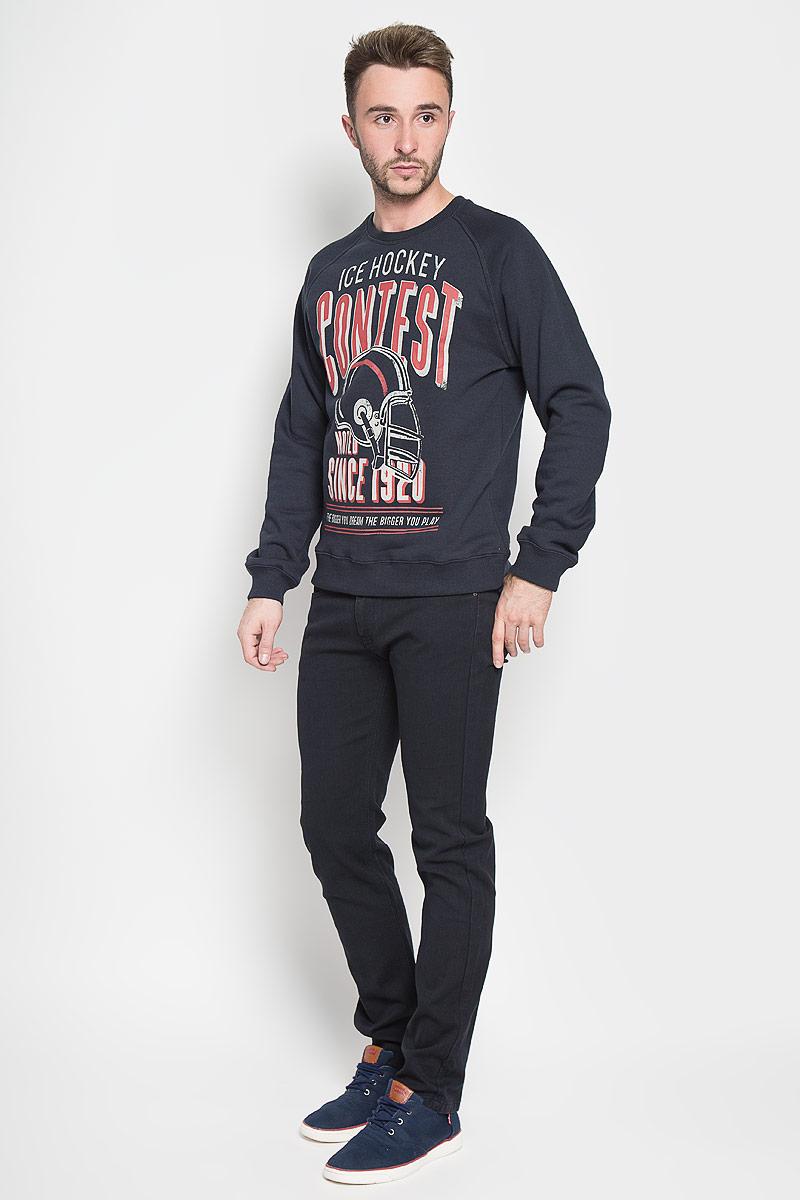 Свитшот мужской Sela Casual Wear, цвет: темно-синий. St-213/803-6444. Размер XS (44)St-213/803-6444Стильный мужской свитшот Sela Casual Wear, изготовленный из высококачественного хлопка с добавлением полиэстера, мягкий и приятный на ощупь, не сковывает движений и обеспечивает наибольший комфорт. Такой свитшот великолепно пропускает воздух, позволяя коже дышать, и обладает высокой гигроскопичностью. Модель с круглым вырезом горловины и длинными рукавами-реглан украшена крупным принтом с изображением шлема и надписями на английском языке. Горловина, рукава и низ изделия дополнены эластичными трикотажными манжетами.Этот свитшот - настоящее воплощение комфорта, он послужит отличным дополнением к вашему гардеробу. В нем вы будете чувствовать себя уютно в прохладное время года.