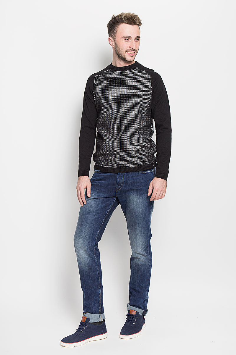 Джинсы мужские Only & Sons, цвет: синий. 22004337. Размер 33-32 (48-32)22004337_Medium Blue DenimМодные мужские джинсы Only & Sons - джинсы высочайшего качества на каждый день, которые прекрасно сидят.Модель прямого кроя и стандартной посадки изготовлена из эластичного хлопка. Застегиваются джинсы на пуговицы, также имеются шлевки для ремня.Спереди модель дополнена двумя втачными карманами и одним небольшим накладным кармашком, а сзади - двумя накладными карманами. Оформлено изделие эффектом потертости, металлическими клепками с логотипом бренда, контрастной прострочкой, перманентными складками и фирменной нашивкой на поясе.Эти стильные и в то же время комфортные джинсы послужат отличным дополнением к вашему гардеробу. В них вы всегда будете чувствовать себя уютно и комфортно.