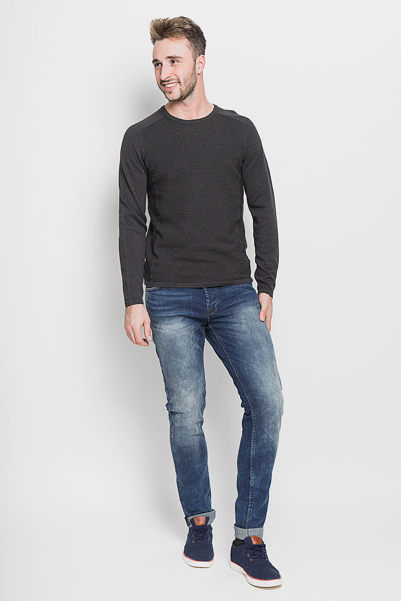 Джинсы мужские Only & Sons, цвет: синий. 22003944. Размер 32-32 (46/48-32)22003944_Medium Blue DenimМодные мужские джинсы Only & Sons - джинсы высочайшего качества на каждый день, которые прекрасно сидят.Модель зауженного к низу кроя и стандартной посадки изготовлена из эластичного хлопка. Застегиваются джинсы на пуговицы, также имеются шлевки для ремня.Спереди модель дополнена двумя втачными карманами и одним небольшим накладным кармашком, а сзади - двумя накладными карманами. Оформлено изделие эффектом потертости, металлическими клепками с логотипом бренда, контрастной прострочкой, перманентными складками и фирменной нашивкой на поясе.Эти стильные и в то же время комфортные джинсы послужат отличным дополнением к вашему гардеробу. В них вы всегда будете чувствовать себя уютно и комфортно.