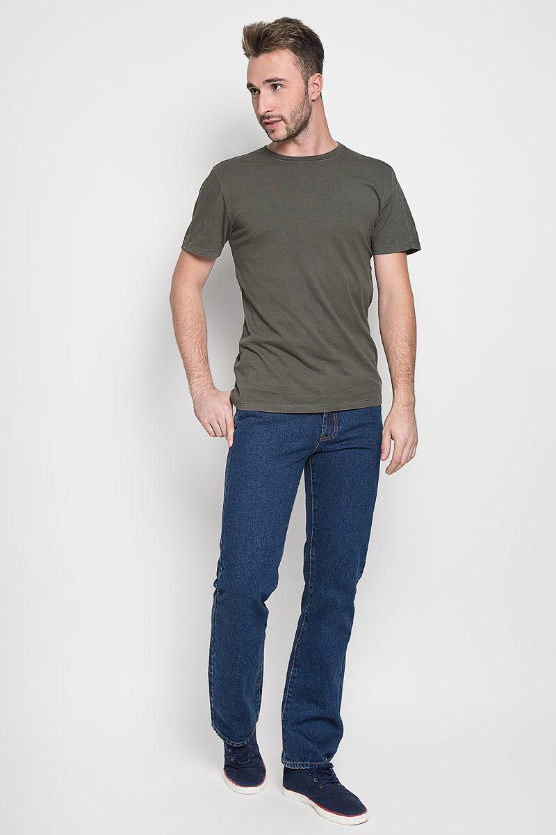 Джинсы мужские Montana, цвет: синий. 10064 SW. Размер 31-34 (46/48-34)10064 SWМужские джинсы Montana, выполненные из качественного хлопка, станут отличным дополнением к вашему гардеробу. Ткань плотная, тактильно приятная, позволяет коже дышать. Джинсы прямого кроя и средней посадки застегиваются на металлическую пуговицу в поясе и имеют ширинку на застежке-молнии, а также шлевки для ремня. Модель имеет классический пятикарманный крой: спереди - два втачных кармана и один маленький накладной, а сзади - два накладных кармана. Оформлены контрастной прострочкой. Отличное качество, дизайн и расцветка делают эти джинсы стильным и модным предметом мужской одежды.