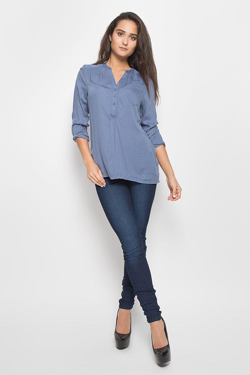 Блузка женская Tom Tailor Denim, цвет: голубой. 2029195.10.71_6731. Размер S (44)2029195.10.71_6731Стильная женская блуза Tom Tailor Denim, выполненная из вискозы, подчеркнет ваш уникальный стиль и поможет создать оригинальный женственный образ.Блузка с рукавами 3/4 и V-образным вырезом горловины имеет свободный крой и застегивается на пуговицы на груди. Рукава дополнены хлястиками на пуговицах, которые фиксируют рукав в закатанном состоянии. Блузка с удлиненной спинкой дополнена накладным нагрудным карманом. Эта блузка будет дарить вам комфорт в течение всего дня и послужит замечательным дополнением к вашему гардеробу.