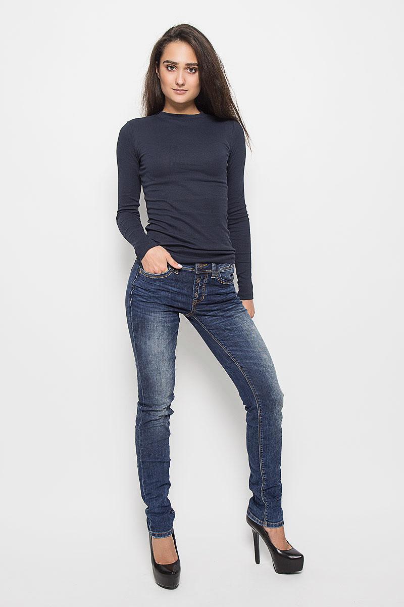 Джинсы женские Tom Tailor Denim Stella, цвет: синий. 6204857.09.71_1052. Размер 29-32 (44/46-32)6204857.09.71_1052Стильные женские джинсы Tom Tailor Denim Stella - это джинсы высочайшего качества, которые прекрасно сидят. Они выполнены из высококачественного эластичного хлопка с добавлением полиэстера и вискозы, что обеспечивает комфорт и удобство при носке. Модные джинсы-слим заниженной посадки станут отличным дополнением к вашему современному образу. Джинсы застегиваются на пуговицу в поясе и ширинку на пуговицах, имеют шлевки для ремня. Джинсы имеют классический пятикарманный крой: спереди модель оформлена двумя втачными карманами и одним маленьким накладным кармашком, а сзади - двумя накладными карманами.Эти модные и в то же время комфортные джинсы послужат отличным дополнением к вашему гардеробу.