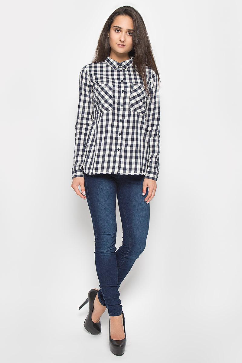 Рубашка женская Tom Tailor Denim, цвет: темно-синий, молочный. 2032160.09.71_6901. Размер XS (42)2032160.09.71_6901Стильная женская рубашка Tom Tailor Denim, выполненная из натурального хлопка, подчеркнет ваш уникальный стиль и поможет создать оригинальный образ. Такой материал великолепно пропускает воздух, обеспечивая необходимую вентиляцию, а также обладает высокой гигроскопичностью. Рубашка с длинными рукавами и отложным воротником застегивается на пуговицы спереди. Манжеты рукавов также застегиваются на пуговицы. Модель дополнена двумя нагрудными карманами. Рубашка оформлена принтом в клетку. Классическая рубашка - превосходный вариант для базового гардероба и отличное решение на каждый день.Такая рубашка будет дарить вам комфорт в течение всего дня и послужит замечательным дополнением к вашему гардеробу.
