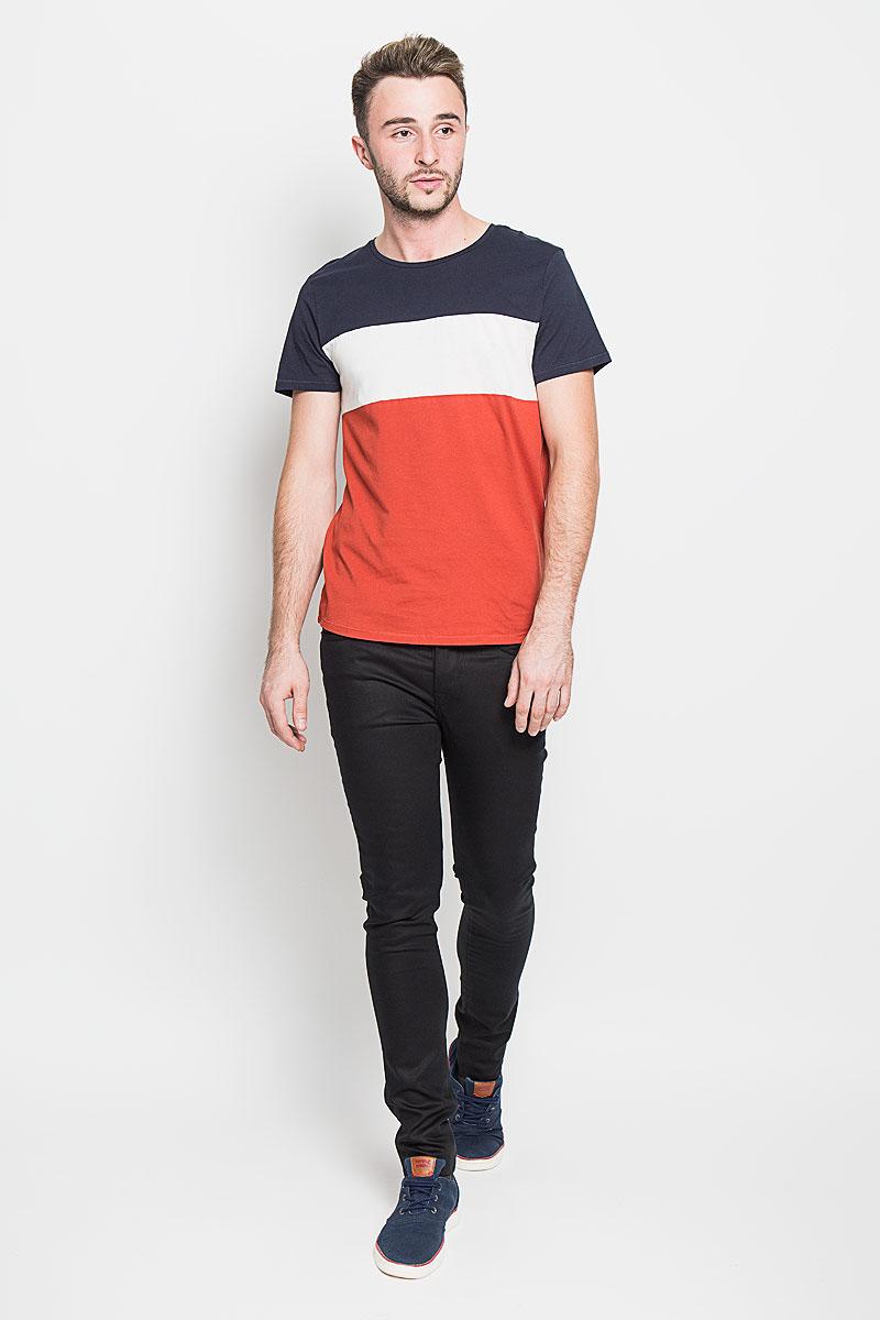 Джинсы мужские Selected Homme, цвет: черный. 16046339. Размер 33-32 (48-32)16046339_BlackМодные мужские джинсы Selected Homme - это джинсы высочайшего качества, которые прекрасно сидят. Они выполнены из высококачественного эластичного хлопка с добавлением полиэстера, что обеспечивает комфорт и удобство при носке. Джинсы-скинни заниженной посадки станут отличным дополнением к вашему современному образу. Джинсы застегиваются на пуговицу в поясе и ширинку на пуговицах, дополнены шлевками для ремня. Джинсы имеют классический пятикарманный крой: спереди модель дополнена двумя втачными карманами и одним маленьким накладным кармашком, а сзади - двумя накладными карманами.Эти модные и в то же время комфортные джинсы послужат отличным дополнением к вашему гардеробу.