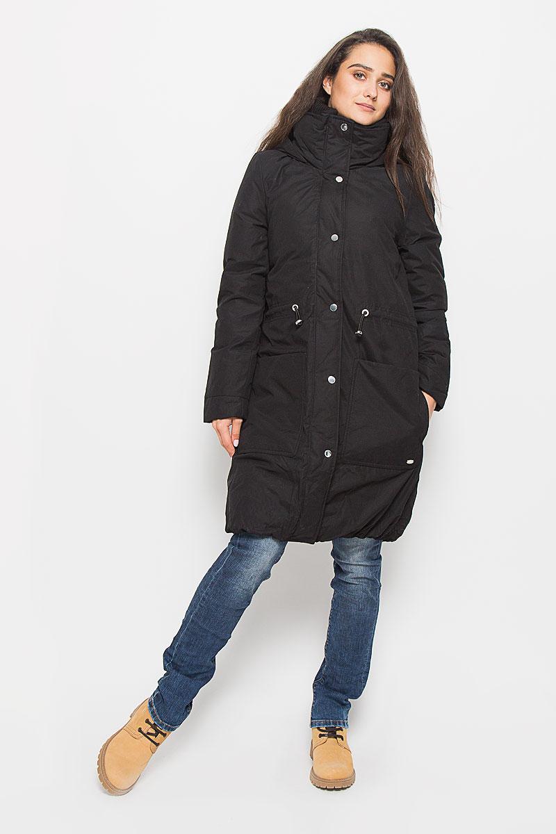 Пальто женское Tom Tailor Denim, цвет: черный. 3820942.00.71_2999. Размер L (48)3820942.00.71_2999Стильное женское пальто Tom Tailor Denim выполнено из высококачественного плотного материала, рассчитано на холодную погоду. Оно поможет вам почувствовать себя максимально уютно и комфортно. Модель с длинными рукавами и несъемным капюшоном застегивается на застежку-молнию и дополнительно ветрозащитным клапаном на кнопки. Воротник-стойка дополнен плотной трикотажной вставкой, для максимальной защиты от непогоды. На талии пальто можно затянуть при помощи кулиски со стопперами. Низ изделия присборен эластичной резинкой. Модель дополнена двойными накладными карманами, верхние на кнопках.В этом пальто вам будет комфортно. Модная фактура ткани, отличное качество, великолепный дизайн.