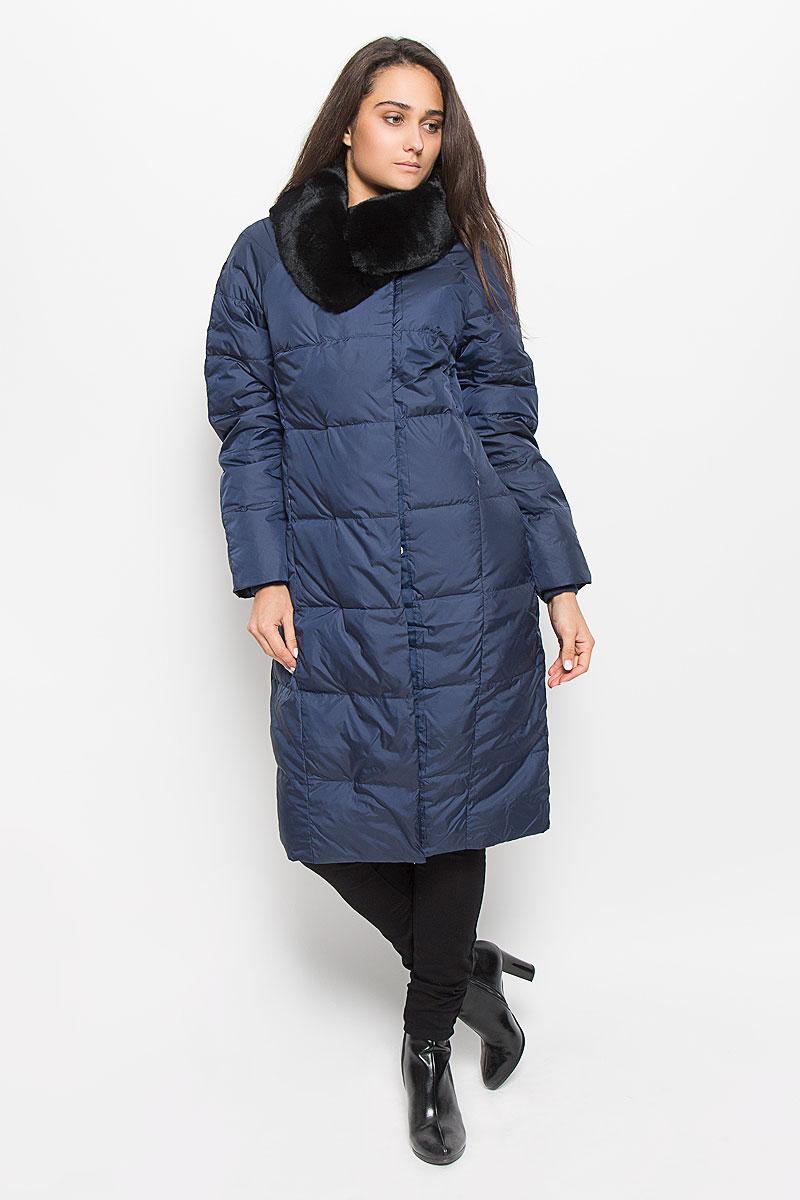 Пальто женское Sela Casual Wear, цвет: темно-синий. Ced-126/654-6414. Размер M (46)Ced-126/654-6414Удобное и теплое женское пальто Sela Casual Wear с наполнителем из пуха и пера согреет вас в холодную погоду и позволит выделиться из толпы. Удлиненная модель с воротником-стойкой выполнена из высококачественного материала, застегивается на молнию спереди и имеет ветрозащитный клапан на кнопках. Воротник дополнен съемным натуральным мехом кролика. Пальто дополнено двумя втачными карманами на потайных застежках-молниях, с внутренней стороны имеется один карман на молнии. Длинные рукава-реглан дополнены трикотажными манжетами, что предотвращает проникновение холодного воздуха.Это модное и комфортное пальто - отличный вариант для прогулок, оно подчеркнет ваш изысканный вкус и поможет создать неповторимый образ.