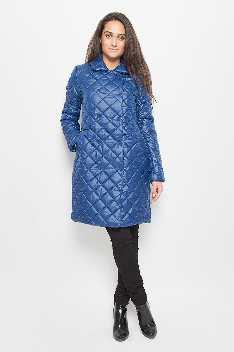 Пальто женское Sela Casual, цвет: синий. Cep-126/701-6312. Размер XS (42)Cep-126/701-6312Удобное женское пальто Sela Casual согреет вас в прохладную погоду и позволит выделиться из толпы. Модель с длинными рукавами и отложным воротником выполнена из полиэстера, застегивается на кнопки спереди.Изделие имеет подкладку из полиэстера и наполнитель из синтепона. Спереди расположены два втачных кармана. Такое пальто надежно сохранит тепло и защитит вас от ветра и холода. Это модное и уютное пальто - отличный вариант для прогулок, оно подчеркнет ваш изысканный вкус и поможет создать неповторимый образ.
