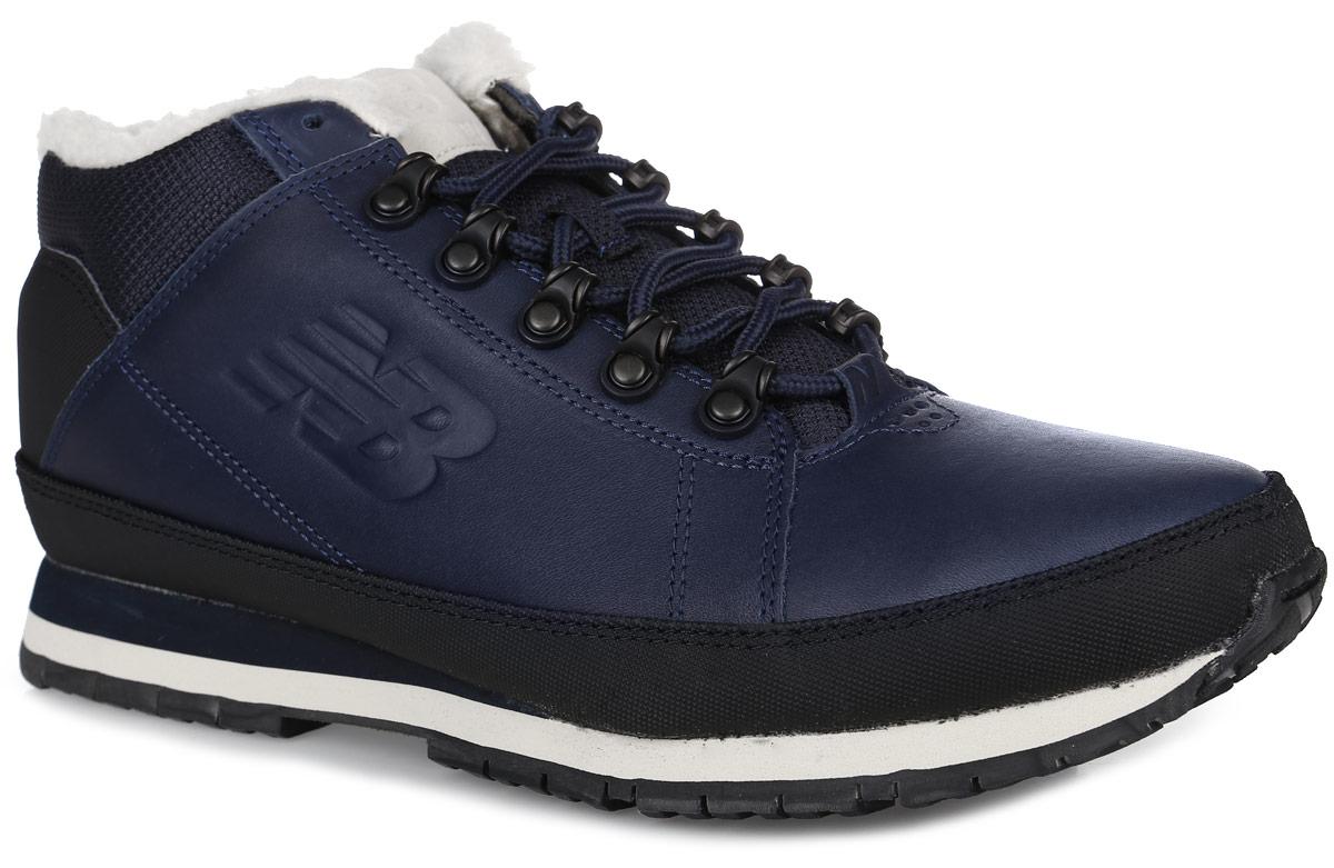 Кроссовки мужские New Balance 754, цвет: темно-синий, черный. H754LFN/D. Размер 8,5 (42)H754LFN/DТеплые мужские кроссовки New Balance прекрасно подойдут для активного отдыха и прогулок в холодное время года. Верх модели выполнен из натуральной кожи со вставками из искусственной кожи и текстиля. Модель оформлена вставками контрастного цвета и прострочкой, по бокам - фирменным логотипом бренда, а на заднике - рельефной надписью New Balance. Удобная шнуровка надежно фиксирует модель на стопе. Подкладка выполнена из искусственного меха и текстиля, благодаря чему эта модель отлично сохраняет тепло и создает прекрасный микроклимат внутри обуви. Подошва с рельефным протектором обеспечивает идеальное сцепление с различными поверхностями.В таких кроссовках вашим ногам будет комфортно и уютно.