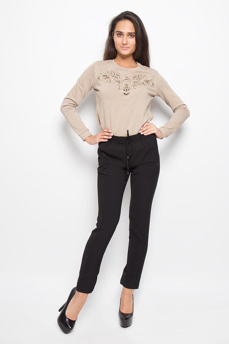 Брюки женские Sela, цвет: черный. P-115/067-6343. Размер S (44)P-115/067-6343Стильные женские брюки Sela, выполненные из мягкого и эластичного материала,отлично подойдут на каждый день. Модель, стандартной посадки и слегказауженного кроя, на поясе оснащена эластичной резинкой со шнурком. Спереди брюки дополнены двумя втачными карманами, а сзади одним втачным карманом. Эти модные и в тоже время комфортные брюки послужат отличным дополнением квашему гардеробу.