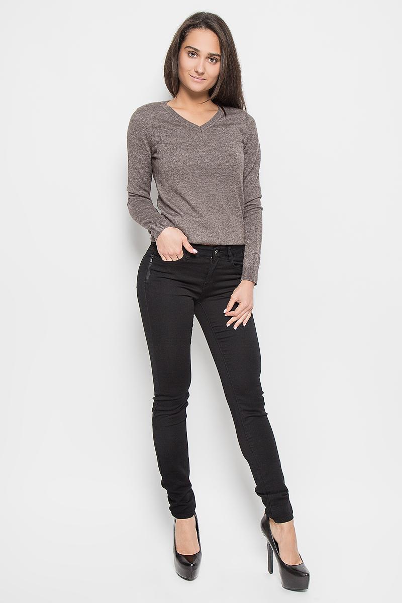 Брюки женские Sela, цвет: черный. P-315/782-6313. Размер S (44)P-315/782-6313Стильные женские брюки Sela станут отличным дополнением к вашему современному образу. Модель зауженного кроя выполнена из эластичного хлопка с добавлением полиэстера. Застегиваются брюки на металлическую пуговицу в поясе и ширинку на застежке-молнии, имеются шлевки для ремня. Спереди модель дополнена двумя втачными карманами и маленьким накладным кармашком, а сзади - двумя накладными карманами. Спереди модель оформлена имитацией карманов на молниях.В этих брюках вы всегда будете чувствовать себя уютно и комфортно.