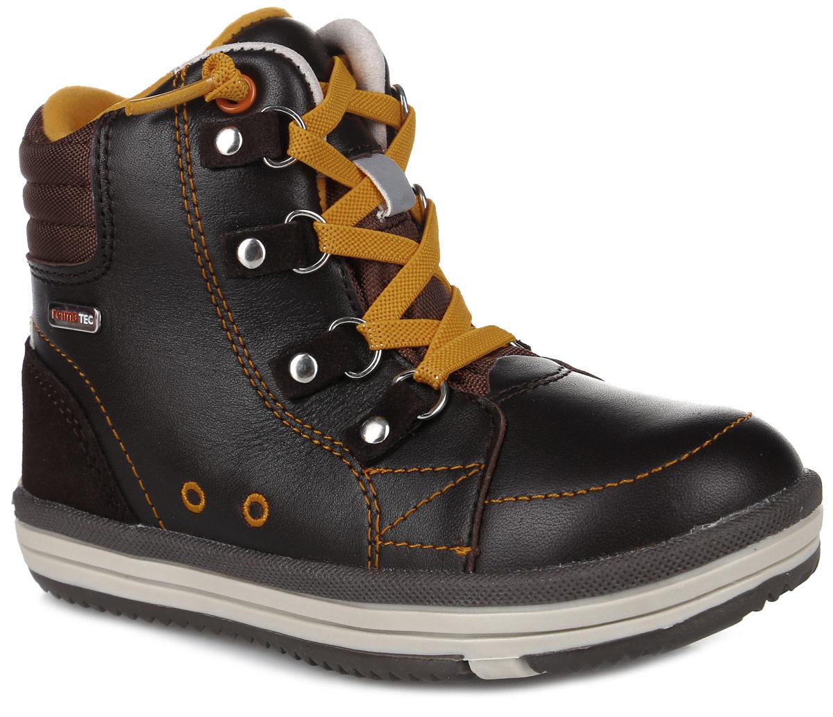 Ботинки детские Reima Reimatec Weather, цвет: темно-коричневый. 569285-1900. Размер 33569285-1900Стильные ботинки от Reima Weather выполнены из натуральной кожи, задник оформлен вставкой из замши и логотипом бренда. Классическая шнуровка надежно зафиксирует изделие на ноге. Подкладка и стелька выполнены из текстиля, что обеспечивает комфорти уют ногам. Язычок декорирован тиснением в виде логотипа бренда. Подошва изготовлена из прочного материала, обеспечивающего длительную носку и хорошее сцепление с любой поверхностью. В комплекте предусмотрена дополнительная пара шнурков.