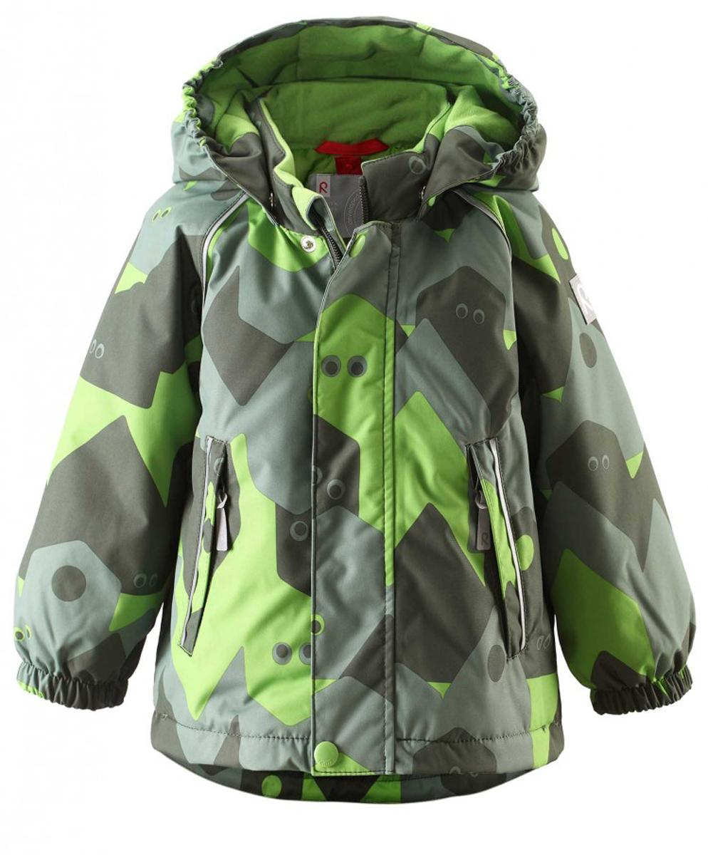 Куртка детская Reima Reimatec Pirtti, цвет: зеленый. 511229C-8915. Размер 74511229C-8915Непромокаемая зимняя куртка для малышей с веселым рисунком просто создана для зимних приключений! Она изготовлена из водо- и ветронепроницаемого материала с грязеотталкивающей поверхностью. Все швы в куртке Reimatec проклеены и водонепроницаемы, так что непогода не помешает веселым зимним играм! Материал хорошо пропускает воздух, сколько ни бегай - в этой куртке не вспотеешь. Куртку с подкладкой из гладкого полиэстера очень легко надевать и носить с теплым промежуточным слоем. С помощью удобной системы кнопок Play Layers к этой куртке можно присоединять разные модели флисовых курток, которые подарят вашему ребенку дополнительное тепло и комфорт в холодные дни. Съемный регулируемый капюшон защищает от пронизывающего ветра и безопасен во время игр на свежем воздухе. Кнопки легко отстегиваются, если капюшон случайно за что-нибудь зацепится. Капюшон с подкладкой из мягкого полиэстера с начесом. Карманы на молнии сохранят маленькие сокровища, найденные во время прогулки, а светоотражающие детали позволяют хорошо видеть ребенка в темноте.