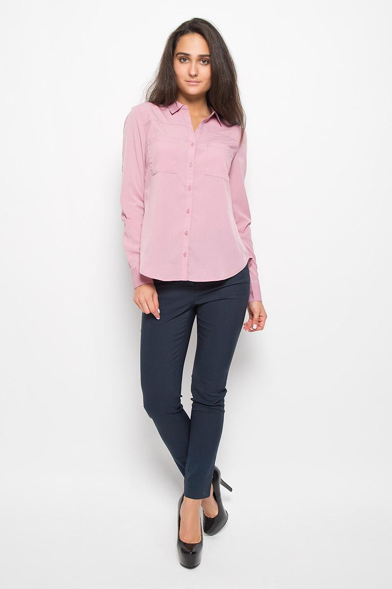 Блузка женская Sela Casual, цвет: дымчато-розовый. B-112/1137-6342. Размер S (44)B-112/1137-6342Очаровательная женская блузка Sela Casual, выполненная из полиэстера, подчеркнет ваш уникальный стиль и поможет создать оригинальный женственный образ.Блузка с отложным воротником и длинными рукавами застегивается на пуговицы. На манжетах предусмотрены застежки-пуговицы. Модель дополнена спереди двумя накладными карманами. Спинка немного удлинена. Рукава подворачиваются и фиксируются на хлястик с пуговицей.Такая блузка послужит замечательным дополнением к вашему гардеробу.