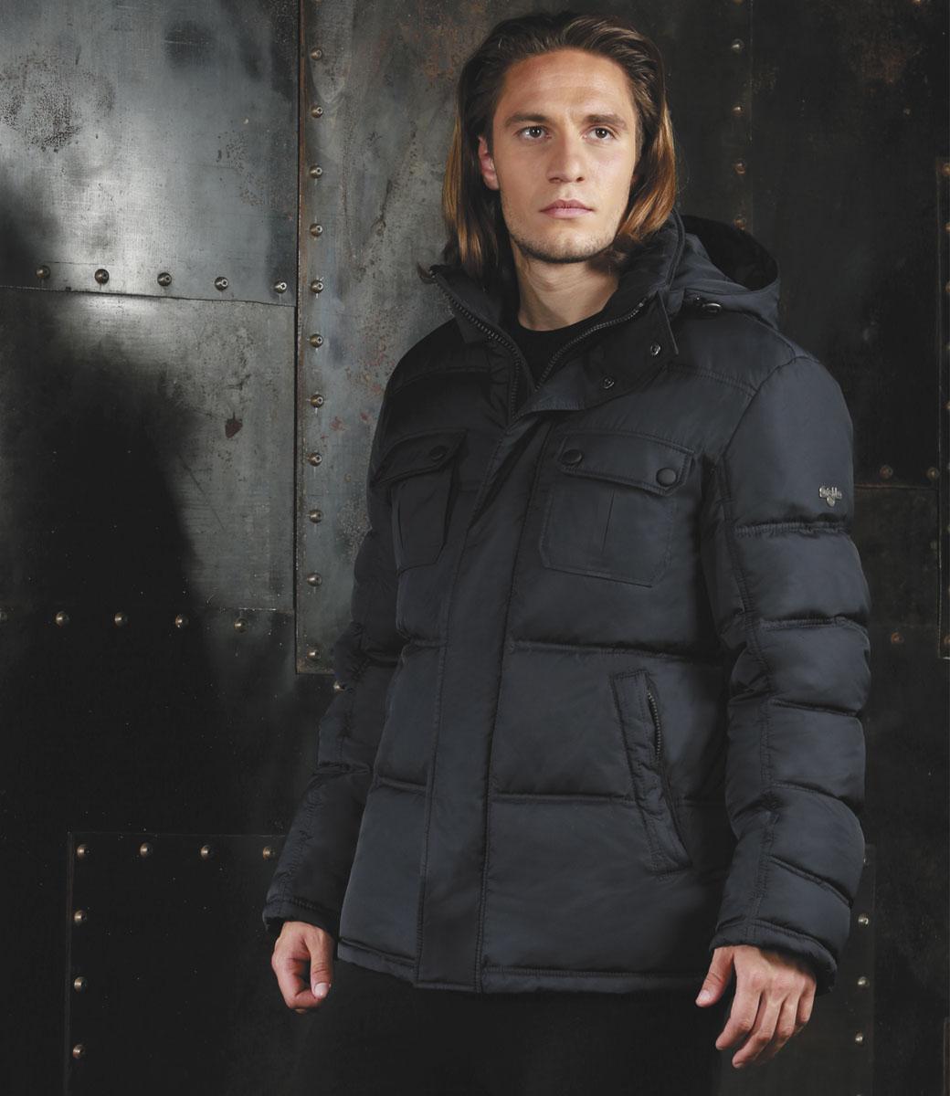 Куртка мужская Grishko, цвет: черный. AL-2975. Размер 48AL-2975Практичная универсальная куртка спортивного силуэта Grishko с застежкой на молнию и закрытым глубоким капюшоном, снабженным фиксаторами, дополнительно защищающим от непогоды, - незаменимая модель в холодную осеннюю погоду. Куртка дополнена двумя накладными карманами с клапанами на кнопках на груди, двумя боковыми втачными карманами на молнии и внутренним карманом. Утеплитель - 100% микрофайбер - это утеплитель нового поколения, который отличается повышенной теплоизоляцией, антибактериальными свойствами, долговечностью в использовании и необычайно легок в носке и уходе.