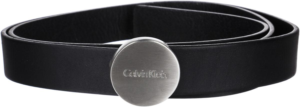 Ремень женский Calvin Klein, цвет: черный. K60K602122_0010. Размер 95J2EJ204176_4940Стильный женский ремень Calvin Klein станет великолепным дополнением к вашему образу. Ремень выполнен из качественной натуральной кожи. Небольшая овальная пряжка выполнена из металла и оформлена гравировкой с названием бренда, она позволит вам легко и быстро зафиксировать ремень и отрегулировать его длину.Этот стильный аксессуар прекрасно дополнит ваш образ и позволит вам подчеркнуть свой вкус и индивидуальность.