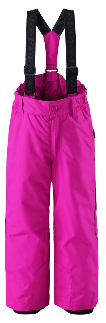 Брюки детские Reima Procyon, цвет: розовый. 522207-4620. Размер 104522207-4620Теплые детские брюки Reima Procyon идеально подойдут для ребенка в холодное время года. Брюки изготовлены из водоотталкивающей и ветрозащитной мембранной ткани с утеплителем из 100% полиэстера. Материал отличается высокой устойчивостью к трению, благодаря специальной обработке полиуретаном поверхность изделия отталкивает грязь и воду, что облегчает поддержание аккуратного вида одежды, дышащее покрытие с изнаночной части не раздражает даже самую нежную и чувствительную кожу ребенка, обеспечивая ему наибольший комфорт. Брюки застегиваются на кнопку и ширинку на застежке-молнии и имеют съемные эластичные наплечные лямки, регулируемые по длине. На талии предусмотрена широкая эластичная резинка, которая позволяет надежно заправить в брюки водолазку или свитер. Имеются шлевки для ремня. Спереди модель дополнена двумя втачными карманами со скошенными краями. Снизу брючин предусмотрены внутренние манжеты с прорезиненными полосками, препятствующие попаданию снега в обувь и не дающие брюкам ползти вверх. Ширину брючин понизу можно регулировать при помощи липучек, а ширину внутренних манжет с помощью кнопок. Понизу брючины усилены износоустойчивым материалом. Изделие дополнено светоотражающими элементами для безопасности в темное время суток. Все основные швы проклеены, не пропускают влагу и ветер. Средняя степень утепления. Идеально при температурах от 0°С до -20°С.Комфортные, удобные и практичные брюки идеально подойдут для прогулок и игр на свежем воздухе!