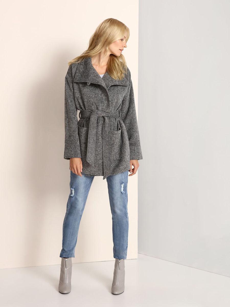 Пальто женское Top Secret, цвет: темно-серый, светло-серый. SKU0696SZ. Размер 34 (40)SKU0696SZСтильное женское пальто Top Secret выполнено из полиэстера с добавлением акрила, целлюлозы и шерсти.Пальто с воротником-стойкой застегивается на пуговицу и скрытые кнопки. Модель дополнена поясом, спереди - двумя накладными карманами.